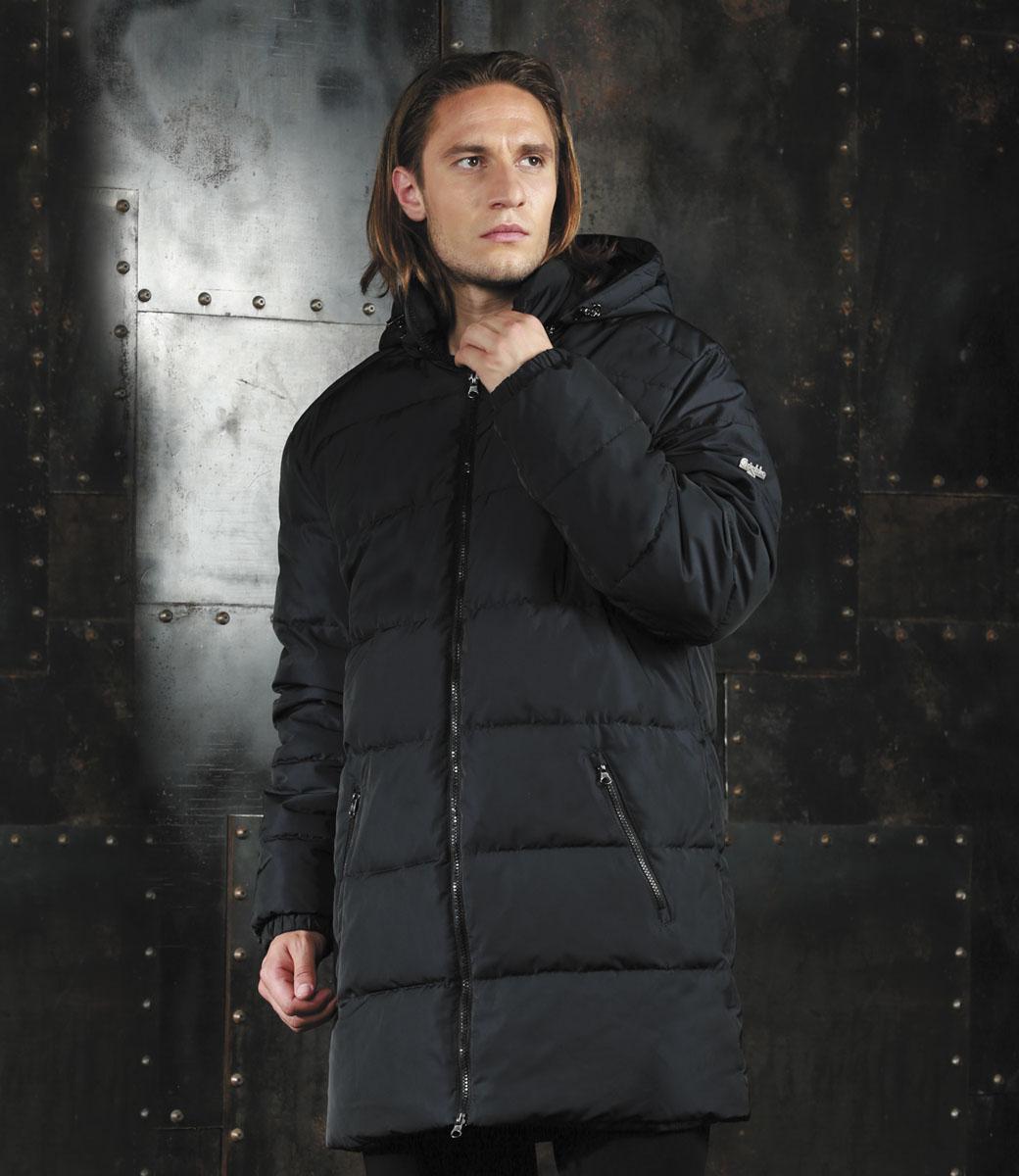 AL-2976Мужская удлинённая куртка Grishko, выполненная из полиамида, придаст образу безупречный стиль. Подкладка изготовлена из гладкого и приятного на ощупь материала. В качестве утеплителя используется полиэфирное волокно, который отлично сохраняет тепло. Куртка прямого кроя с капюшоном и воротником-стойкой застегивается на застежку-молнию с двумя бегунками. С внутренней стороны расположена ветрозащитная планка. Край капюшона дополнен шнурком-кулиской. Низ рукавов собран на резинку. Спереди расположено два прорезных кармана на застежке-молнии, с внутренней стороны - прорезной карман на молнии. Изделие оформлено фирменным логотипом. Такая практичная и теплая куртка послужит отличным дополнением к вашему гардеробу!