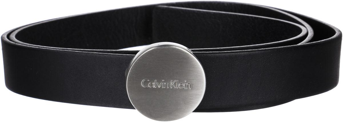 РеменьA16-11101_510Стильный женский ремень Calvin Klein станет великолепным дополнением к вашему образу. Ремень выполнен из качественной натуральной кожи. Небольшая овальная пряжка выполнена из металла и оформлена гравировкой с названием бренда, она позволит вам легко и быстро зафиксировать ремень и отрегулировать его длину. Этот стильный аксессуар прекрасно дополнит ваш образ и позволит вам подчеркнуть свой вкус и индивидуальность.
