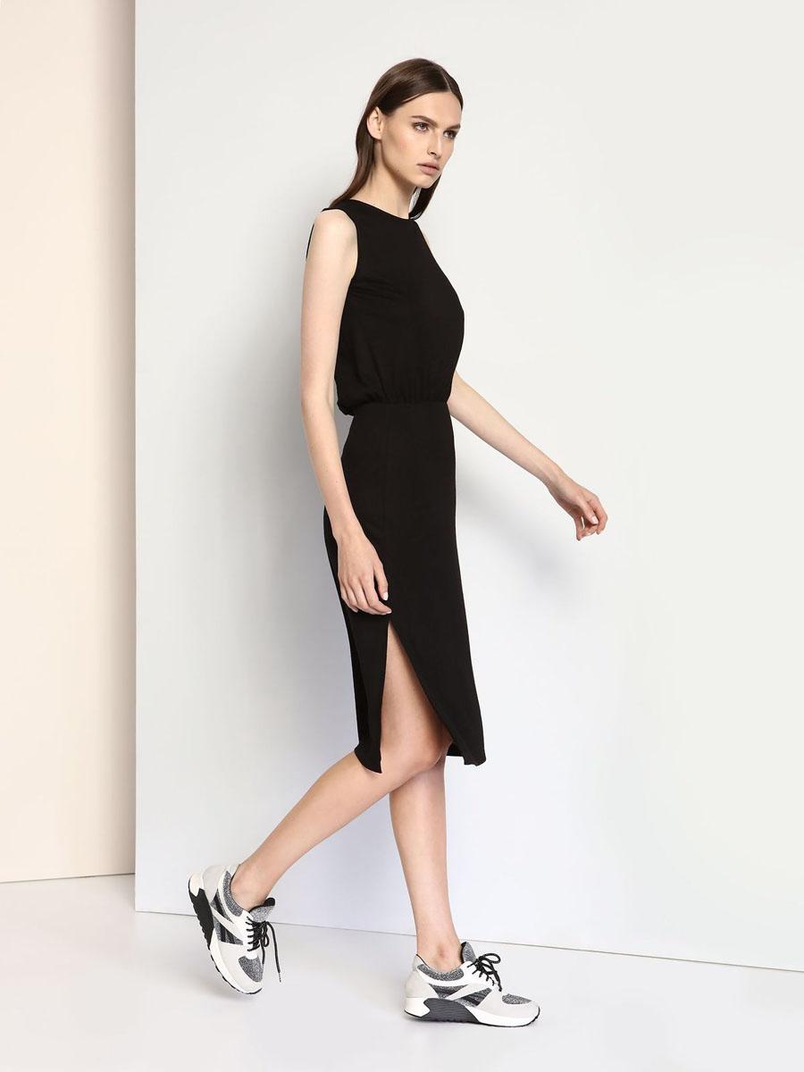 ПлатьеDSU0062CAСтильное трикотажное платье Drywash выполнено из вискозы и полиэстера с добавлением эластана. Платье-миди с круглым вырезом горловины и без рукавов в талии присборено на резинку. Нижняя часть модели по боковым швам дополнена разрезами. На спинке платье оформлено V-образным вырезом.