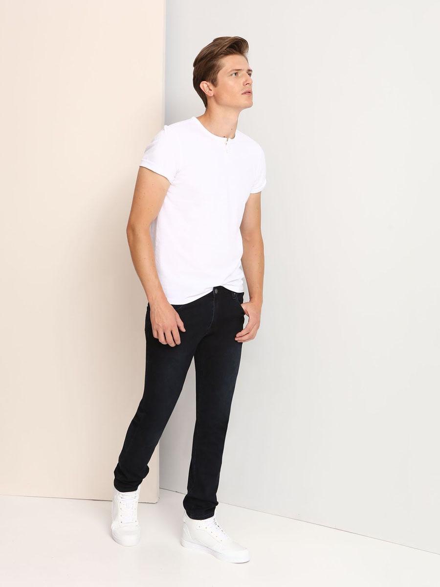 SPL0325BIМужская футболка, выполненная из 100% хлопка, оформлена ярким принтом с надписью и дополнена пуговицами. Модель со стандартным коротким рукавом и круглым вырезом горловины.
