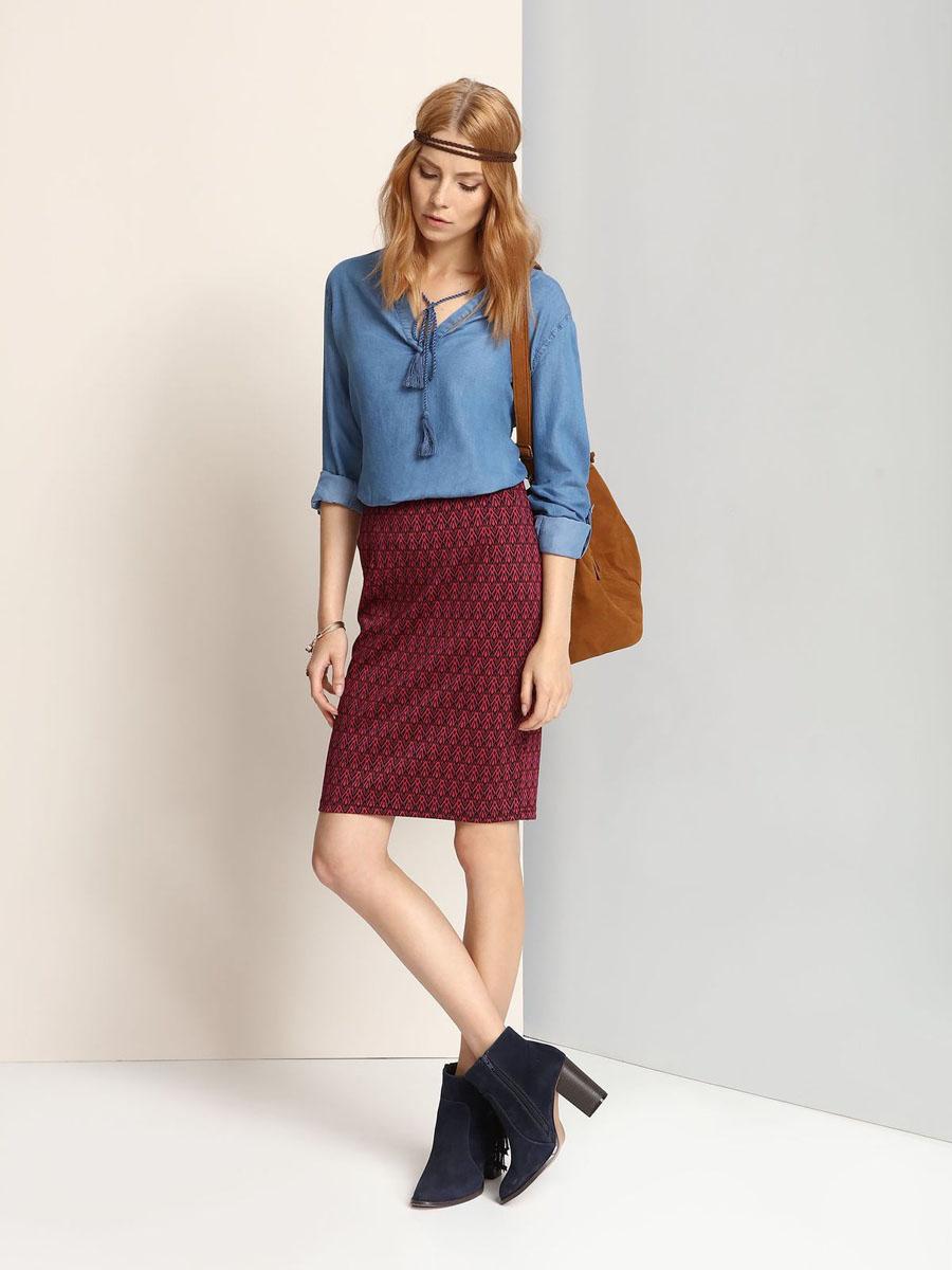 ЮбкаSSD0991CEЭффектная юбка Top Secret выполнена из полиэстера и вискозы с добавлением эластана. Юбка-карандаш средней длины имеет эластичный пояс на талии. Модель оформлена оригинальным принтом.