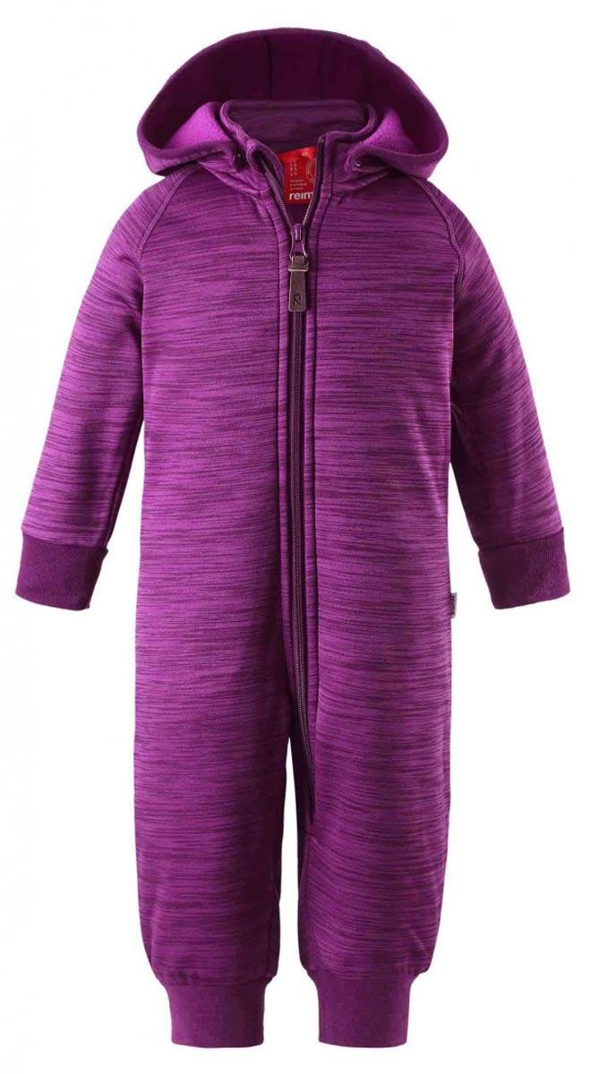 516270_4900Детский комбинезон Reima Venho можно носить как теплый промежуточный слой или как верхнюю одежду. Комбинезон изготовлен из полиэстера, очень мягкий и тактильно приятный. Лицевая сторона изделия гладкая, изнаночная с теплым начесом. Материал отлично сохраняет тепло, создает ощущение комфорта и быстро сохнет, выводя влагу в наружные слои. Комбинезон с капюшоном, воротником-стойкой и длинными рукавами-реглан застегивается на пластиковую молнию с защитой подбородка. Капюшон, украшенный декоративными ушками, пристегивается к комбинезону при помощи кнопок. На рукавах и брючинах имеются эластичные трикотажные манжеты. На спинке по линии талии комбинезон присборен на широкую резинку. В таком комбинезоне ребенок получит удовольствие от комфортных прогулок!