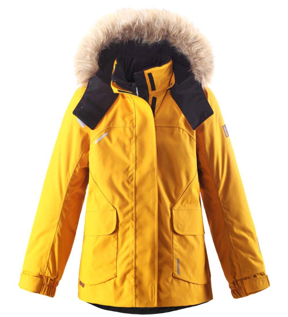 531234-2500Этой элегантной зимней куртке для детей в классическом стиле не страшны ни время, ни изнашивание! Эта куртка сшита из водо- и ветронепроницаемого материала, великолепно подойдет для любых видов зимних развлечений. Все швы проклеены для обеспечения водонепроницаемости, чтобы ребенок оставался сухим и не замерз во время длинной прогулки на свежем воздухе. Ткань пропускает воздух, поэтому ребенок не вспотеет, даже если будет двигаться очень быстро. Удлиненный, прилегающий силуэт сочетается с фиксированной утяжкой сзади и регулируемыми манжетами. Съемный капюшон дополнен стильным искусственным мехом, который при желании можно отстегнуть. Защитный капюшон не представляет опасности во время игры на улице, потому что легко отстегивается, если за что-нибудь зацепится. Развлекаясь на улице, самые ценные маленькие вещицы можно спрятать в два кармана с клапанами. Эта куртка не требует особого ухода. Можно сушить в центрифуге. Водонепроницаемость: Waterpillar over 15 000 mm.
