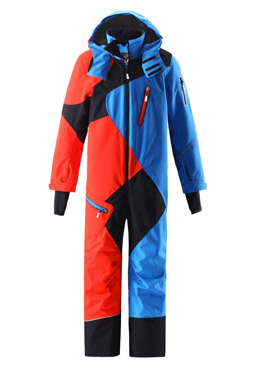 Комбинезон утепленный530006-4620Водонепроницаемый зимний детский комбинезон выполнен из ветронепроницаемого и дышащего материала, который эффективно отталкивает воду и грязь. Все швы проклеены и водонепроницаемы, так что дети могут кататься на лыжах целый день в любую погоду! Этот комбинезон разработан специально для катания на лыжах и поэтому в нем есть множество функциональных и тщательно разработанных деталей. Карманы для лыжных карт на рукаве позволяют экономить время в очереди к подъемнику, а карманы на молнии и внутренние нагрудные карманы надежно сохраняют мелкие предметы во время зимних забав. В изделии имеется карман для пристегивания датчика ReimaGo. Регулируемые манжеты обеспечивают хорошую посадку, а внутренние манжеты из лайкры удерживают холод снаружи. Съемный и регулируемый капюшон защищает от пронизывающего ветра, но также безопасен на склонах. Практичные блокираторы ветра на краях капюшона обеспечивают дополнительную защиту для шеи. Капюшон также оснащен защитным козырьком. Внутренние подтяжки...