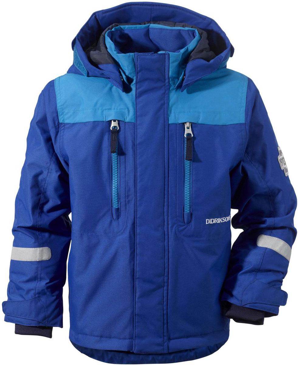 501060_196Яркая детская куртка Didriksons1913 Hamres идеально подойдет для ребенка в прохладное время года. Куртка выполнена из непромокаемой и непродуваемой мембранной ткани. Наполнитель из синтепона надежно сохранит тепло. Куртка с воротником-стойкой и съемным капюшоном на кнопках застегивается на удобную застежку-молнию спереди и имеет ветрозащитный клапан на липучках и кнопках, объем капюшона регулируется при помощи хлястика на липучках. Рукава оснащены внутренними трикотажными манжетами с петлями для варежек, а также хлястиками на липучках. Низ модели дополнен шнурком-кулиской со стоппером. Спереди расположены два втачных кармана на застежках-молниях. Куртка дополнена светоотражающими полосками на рукавах, спинке и капюшоне. Рассчитана на температуру от -5°С до -20°С (при соблюдении принципа многослойности). Модель растет вместе с ребенком: уникальный крой изделия позволяет при необходимости увеличить длину рукавов на один размер, распустив специальный внутренний шов. В...