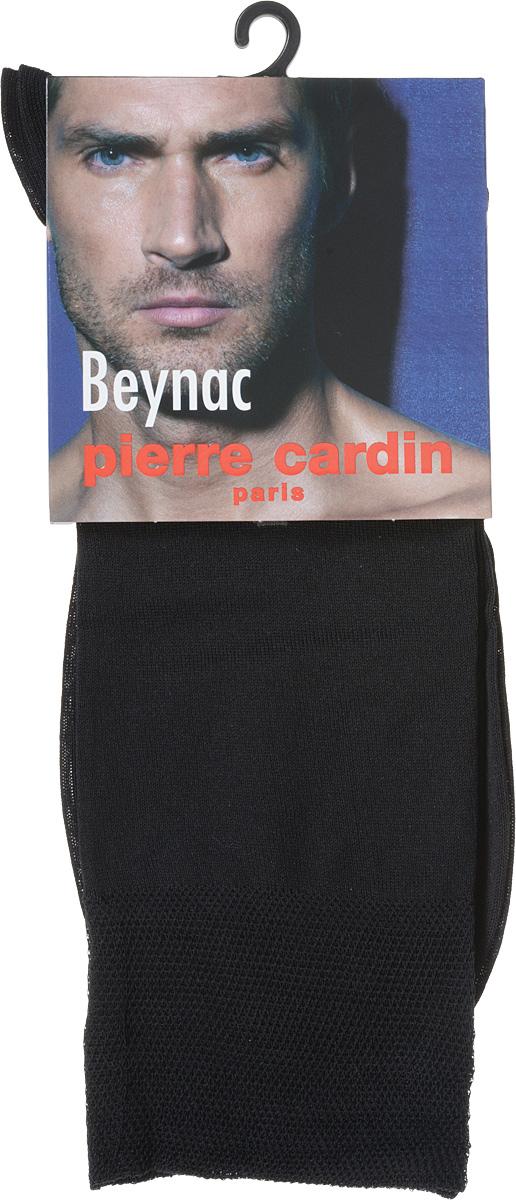 Cr BeynacКлассические мужские носки Pierre Cardin изготовлены из высококачественного хлопка с добавлением эластана, что обеспечивает комфортную посадку. Модель выполнена в элегантном однотонном дизайне, паголенок декорирован изображением логотипа бренда. Благодаря использованию тончайших волокон мерсеризированного хлопка, кожа в таких носках дышит. Двойная, широкая, эластичная резинка идеально облегает ногу и не пережимает сосуды.