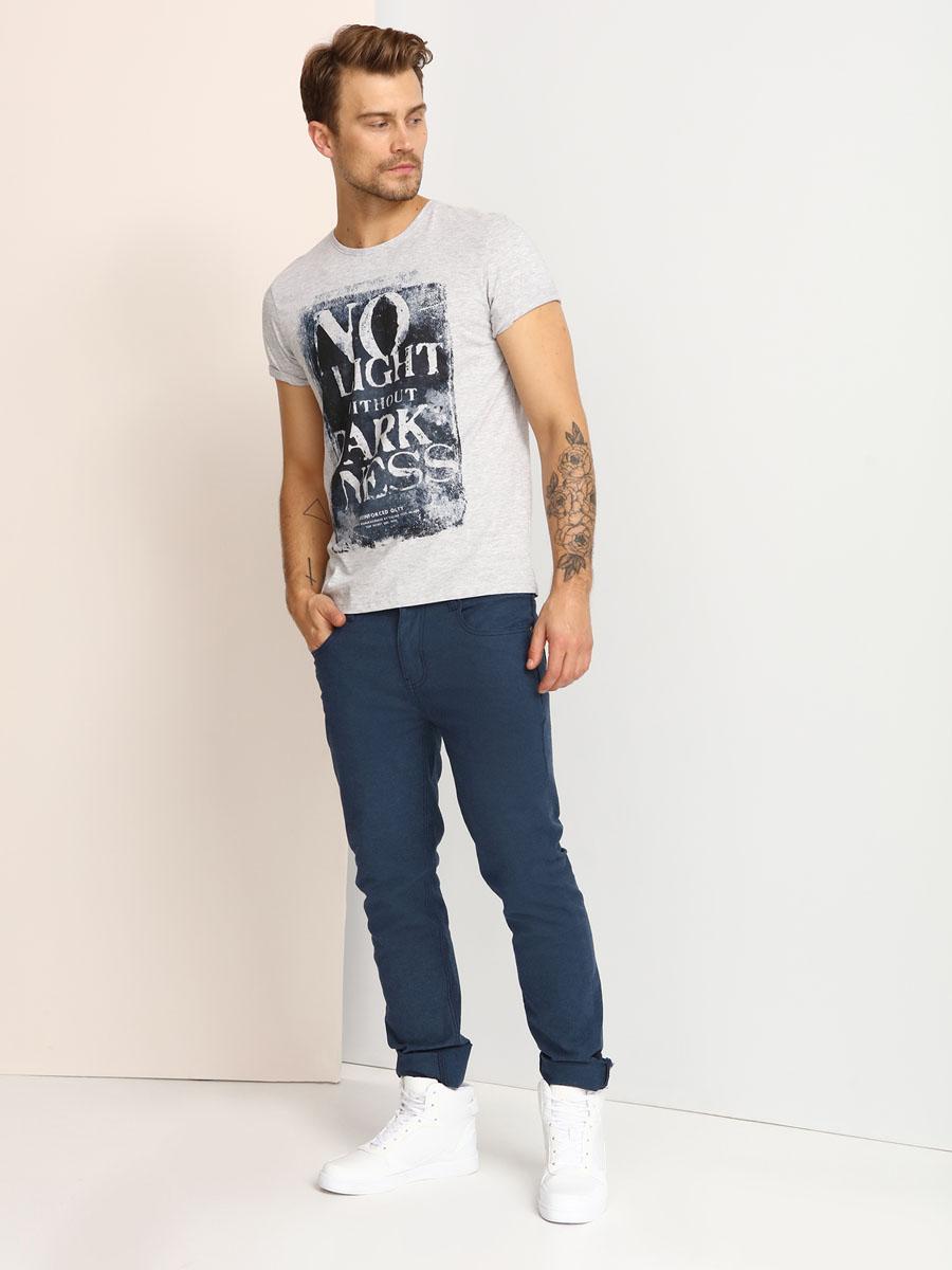 ФутболкаSPO2802SZМужская футболка, выполненная из 100% хлопка, оформлена ярким принтом с надписью. Модель со стандартным коротким рукавом и круглым вырезом горловины.