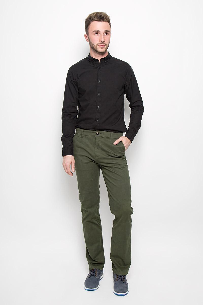 БрюкиP-215/510-6323Стильные мужские брюки Sela Casual Wear, выполненные из эластичного хлопка, отлично дополнят ваш образ. Материал изделия плотный, тактильно приятный, позволяет коже дышать. Брюки застегиваются на пуговицу и имеют ширинку на застежке-молнии. На поясе предусмотрены шлевки для ремня. Спереди модель дополнена двумя втачными карманами со скошенными краями, сзади - двумя врезными карманами на пуговицах. Высокое качество кроя и пошива, дизайн и расцветка придают изделию неповторимый стиль и индивидуальность. Модель займет достойное место в вашем гардеробе!