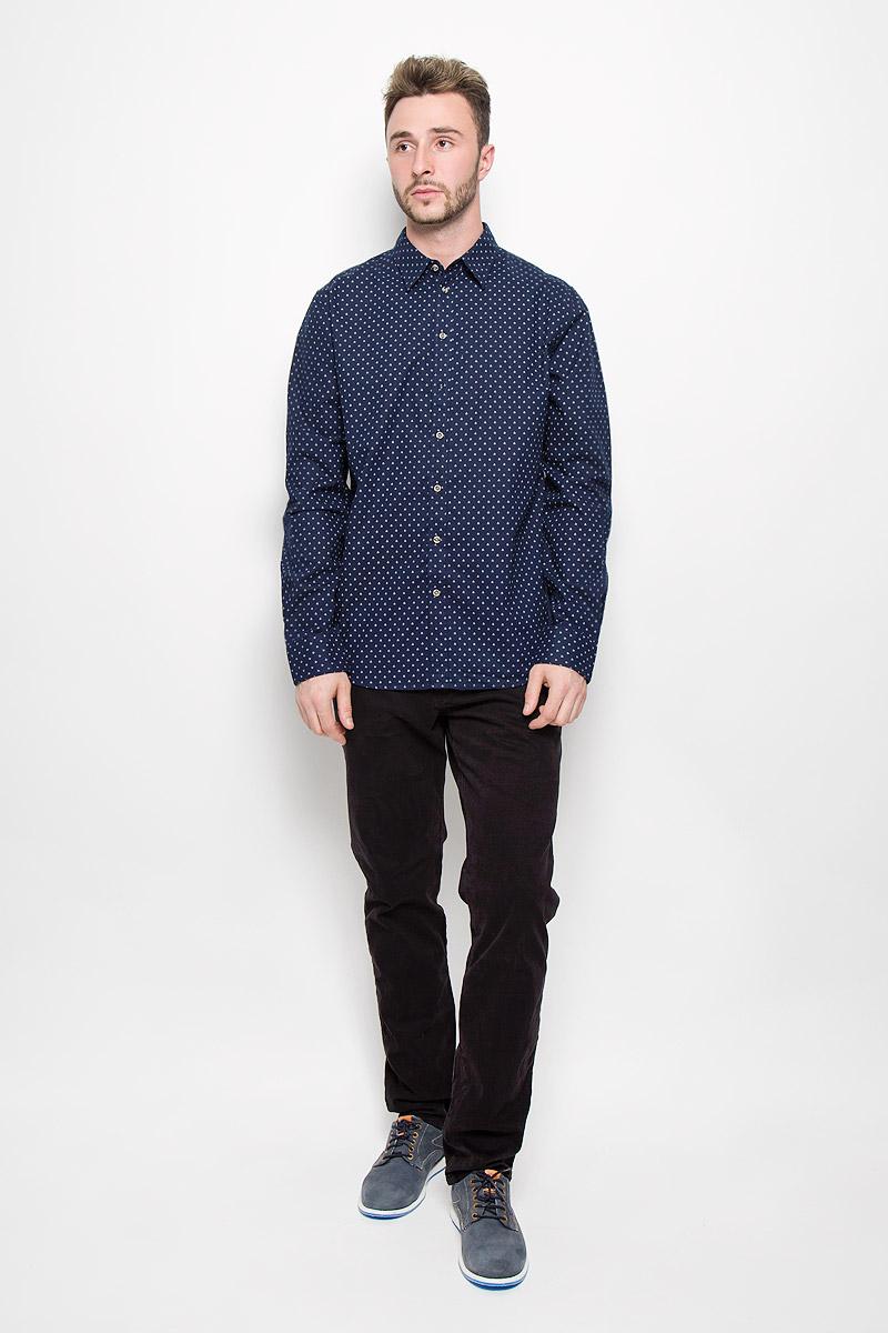 РубашкаH-212/729-6424Мужская рубашка Sela Casual Wear выполнена из натурального хлопка. Материал изделия тактильно приятный, не сковывает движения и хорошо пропускает воздух. Рубашка с отложным воротником и длинными рукавами застегивается спереди на пуговицы по всей длине. На манжетах также предусмотрены застежки-пуговицы. Модель оформлена ненавязчивым принтом. Такая рубашка будет дарить вам комфорт в течение всего дня и станет стильным дополнением к вашему гардеробу.
