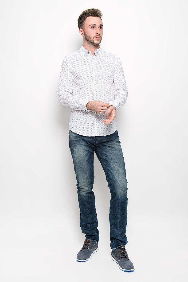 MX3025432_MN_SHG_008_113Мужская рубашка Mexx выполнена из натурального хлопка. Материал изделия легкий, тактильно приятный, не сковывает движения и хорошо пропускает воздух. Рубашка с отложным воротником и длинными рукавами застегивается спереди на пуговицы по всей длине. На манжетах также предусмотрены застежки-пуговицы. Края воротника пристегиваются на пуговицы. Рубашка приталенного силуэта оформлена ненавязчивым принтом. Такая рубашка будет дарить вам комфорт в течение всего дня и станет стильным дополнением к вашему гардеробу.