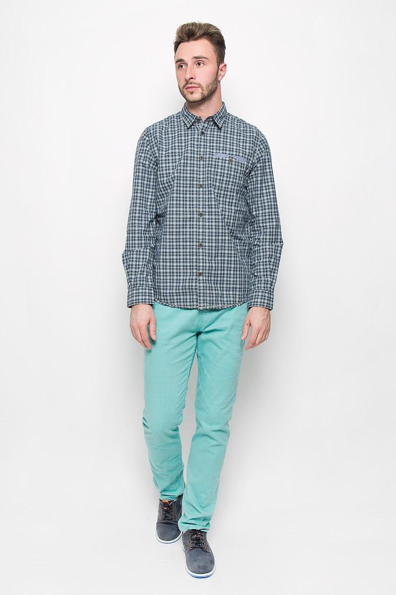 Рубашка2032221.00.10_7604Стильная мужская рубашка Tom Tailor, изготовленная из натурального хлопка, необычайно мягкая и приятная на ощупь, не сковывает движения и позволяет коже дышать, не раздражает даже самую нежную и чувствительную кожу, обеспечивая наибольший комфорт. Модная рубашка с длинными рукавами и отложным воротником застегивается на пуговицы. Модель дополнена на груди накладным двойным карманом на пуговице. Рубашка оформлена принтом в клетку. Эта рубашка идеальный вариант для повседневного гардероба. Такая модель порадует настоящих ценителей комфорта и практичности!