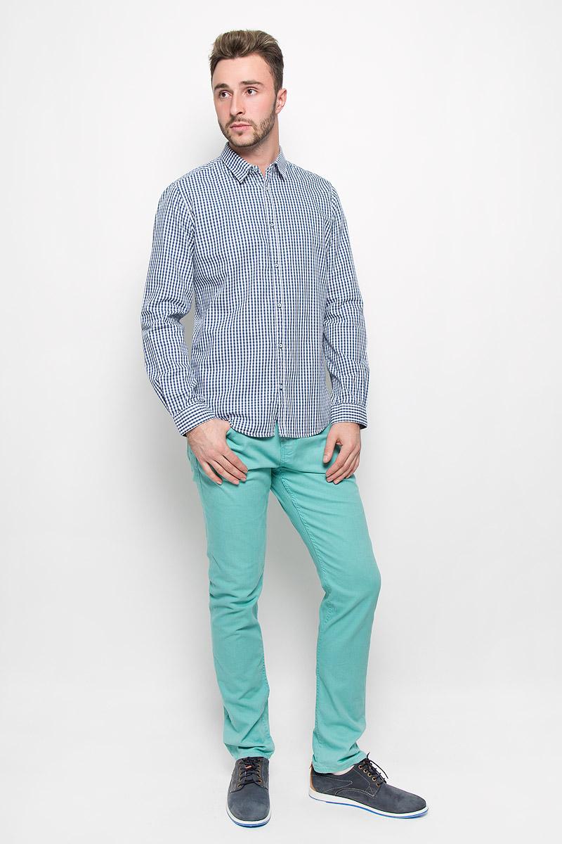 Рубашка2032267.00.10_6865Стильная мужская рубашка Tom Tailor, изготовленная из натурального хлопка, необычайно мягкая и приятная на ощупь, не сковывает движения и позволяет коже дышать, не раздражает даже самую нежную и чувствительную кожу, обеспечивая наибольший комфорт. Модная приталенная рубашка в клетку с длинными рукавами и отложным воротником застегивается на пуговицы. Рукава дополнены манжетами на пуговицах. Эта рубашка - идеальный вариант для повседневного гардероба. Такая модель порадует настоящих ценителей комфорта и практичности!