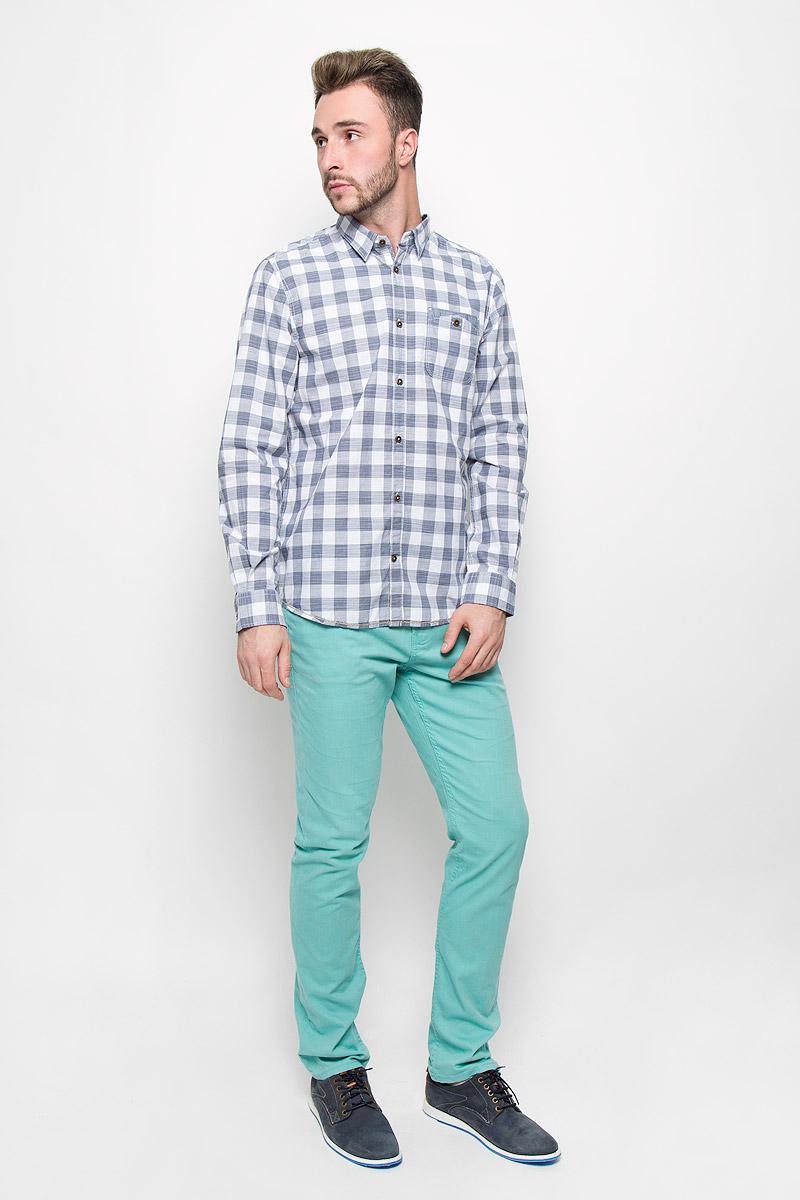 Рубашка2032221.00.10_6519Стильная мужская рубашка Tom Tailor, изготовленная из натурального хлопка, необычайно мягкая и приятная на ощупь, не сковывает движения и позволяет коже дышать, не раздражает даже самую нежную и чувствительную кожу, обеспечивая наибольший комфорт. Модная рубашка с длинными рукавами и отложным воротником застегивается на пуговицы. Модель дополнена на груди накладным двойным карманом на пуговице. Рубашка оформлена принтом в клетку. Рукава дополнены манжетами на пуговицах. Эта рубашка - идеальный вариант для повседневного гардероба. Такая модель порадует настоящих ценителей комфорта и практичности!