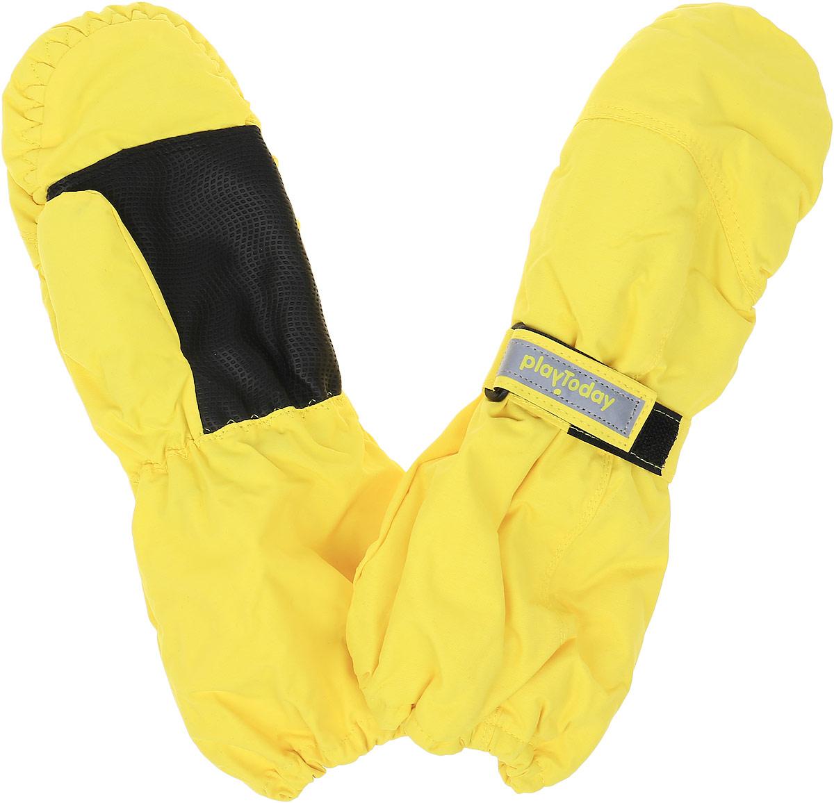 Рукавички362190Яркие рукавицы для девочки PlayToday станут идеальным вариантом для холодной зимней погоды. Они выполнены из современной водонепроницаемой и ветрозащитной ткани. Мягкая подкладка из флиса отлично сохраняет тепло. Утеплителем служит полиэстер, который хорошо удерживает тепло. На запястье каждой варежки расположен небольшой хлястик на липучке, а в верхней части изделия присборены на эластичные резинки. Ладошки дополнены вставкой из усиленного антискользящего материала. В таких рукавицах ручки вашего ребенка всегда будут в тепле.
