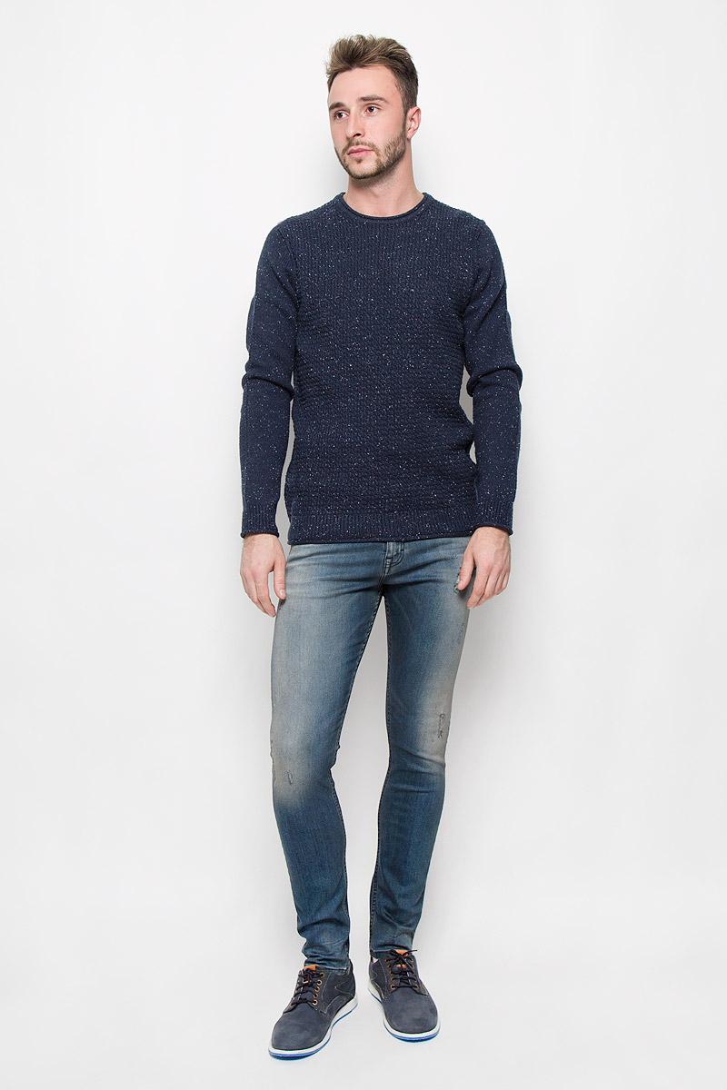 ДжемперA16-21102_800Мужской джемпер Calvin Klein Jeans, выполненный из высококачественной пряжи, станет стильным дополнением к вашему образу. Материал изделия очень мягкий и тактильно приятный, не стесняет движений, хорошо пропускает воздух. Джемпер с круглым вырезом горловины и длинными рукавами. Вырез горловины, манжеты и низ модели связаны резинкой с эффектом необработанного края. Джемпер - идеальный вариант для создания образа в стиле Casual. Он подарит вам уют и комфорт в течение всего дня.