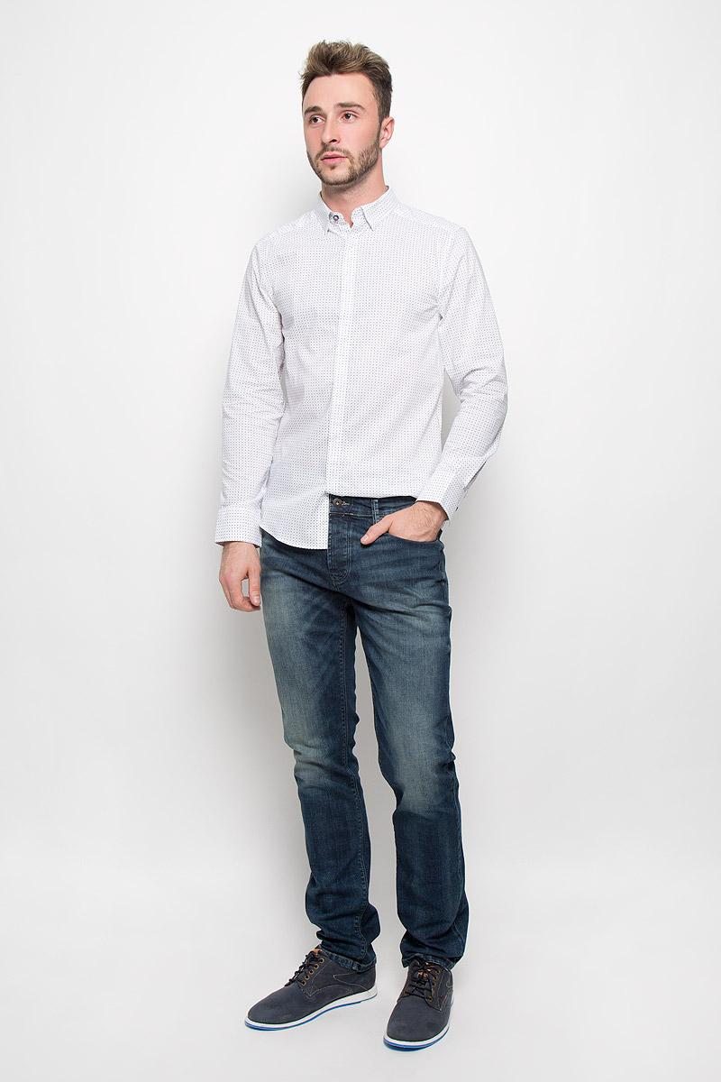 ДжинсыMX3026716_MN_DNM_008_D00952Мужские джинсы Mexx станут замечательным дополнением к вашему гардеробу. Изделие выполнено из эластичного хлопка. Материал мягкий и тактильно приятный, не стесняет движений, хорошо пропускает воздух. Джинсы прямого кроя застегиваются на пуговицу и имеют ширинку на пуговицах. На поясе предусмотрены шлевки для ремня. Спереди джинсы дополнены двумя втачными карманами и одним маленьким накладным, сзади - двумя накладными карманами. Оформлено изделие эффектом потертости и перманентными складками. Высокое качество кроя и пошива, актуальный дизайн и расцветка придают изделию неповторимый стиль и индивидуальность.
