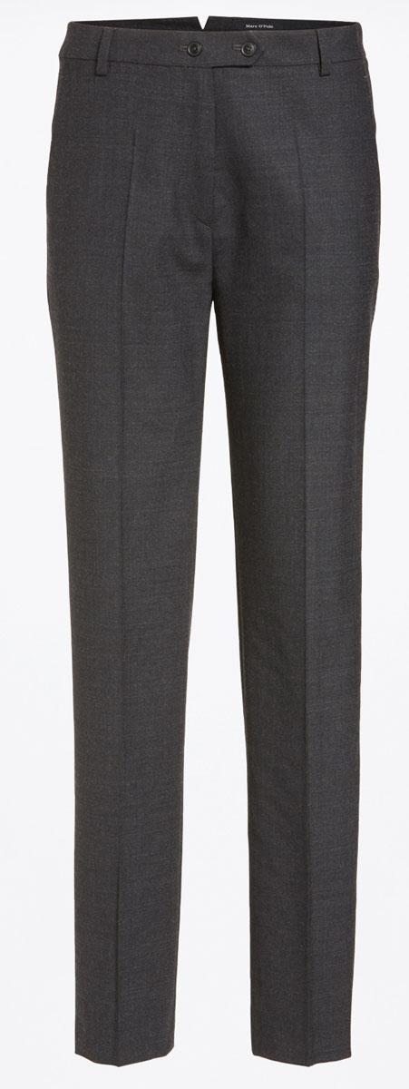 Брюки026910141/977Женские брюки Marc OPolo выполнены из шерсти с добавлением полиэстера и эластана. В качестве подкладки карманов используется натуральный хлопок. Модель слегка зауженного к низу кроя по поясу застегивается на две пуговицы и имеет ширинку на застежке-молнии. Пояс дополнен шлевками для ремня и небольшим разрезом расположенным сзади. Спереди расположено два втачных кармана с косыми срезами, а сзади - два прорезных кармана на пуговицах.