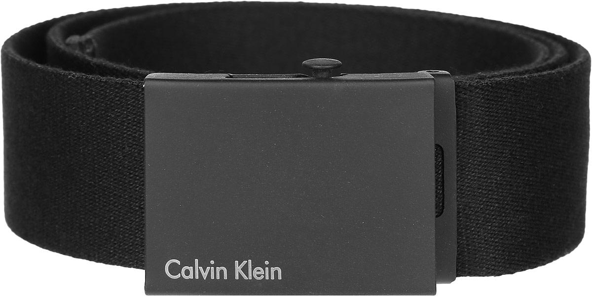W0A58US01Стильный мужской ремень Calvin Klein не оставит вас равнодушным благодаря своему дизайну и качеству. Широкий ремень изготовлен из натурального хлопка и дополнен прямоугольной металлической пряжкой, которая оформлена надписью с названием бренда. Изделие упаковано в фирменную плотную коробку. Такой ремень станет идеальным дополнением к любому образу и позволит вам подчеркнуть свой безупречный вкус.