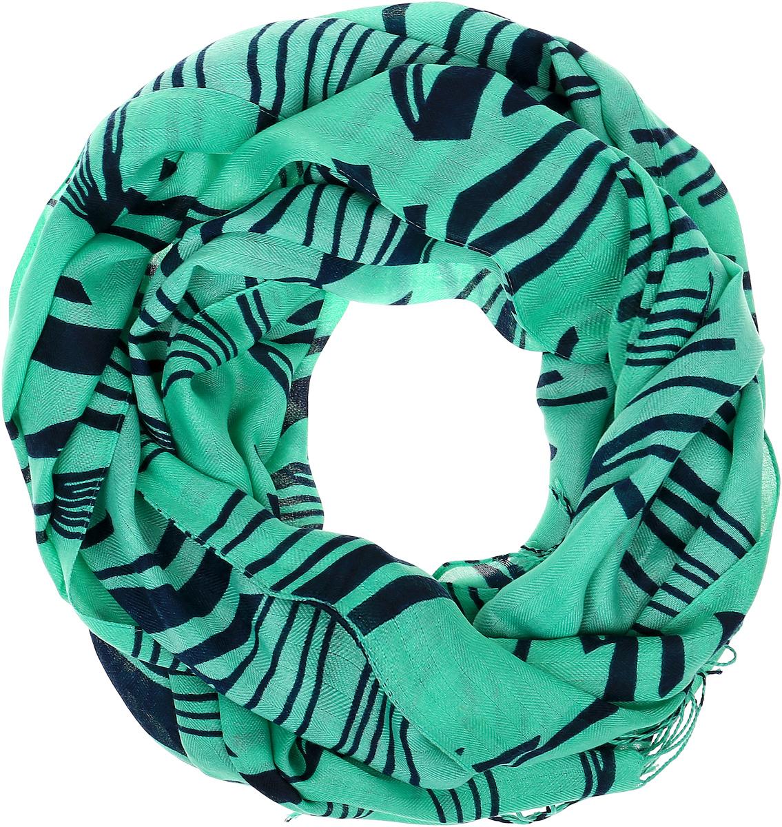 ШарфYY-21665-31Модный женский шарф подарит вам уют и станет стильным аксессуаром, который призван подчеркнуть вашу индивидуальность и женственность. Шарф выполнен из высококачественного модала с добавлением шерсти, он невероятно мягкий и приятный на ощупь. Изделие оформлено ярким принтом. Этот модный аксессуар гармонично дополнит образ современной женщины, следящей за своим имиджем и стремящейся всегда оставаться стильной и элегантной. Такой шарф украсит любой наряд и согреет вас в непогоду, с ним вы всегда будете выглядеть изысканно и оригинально.