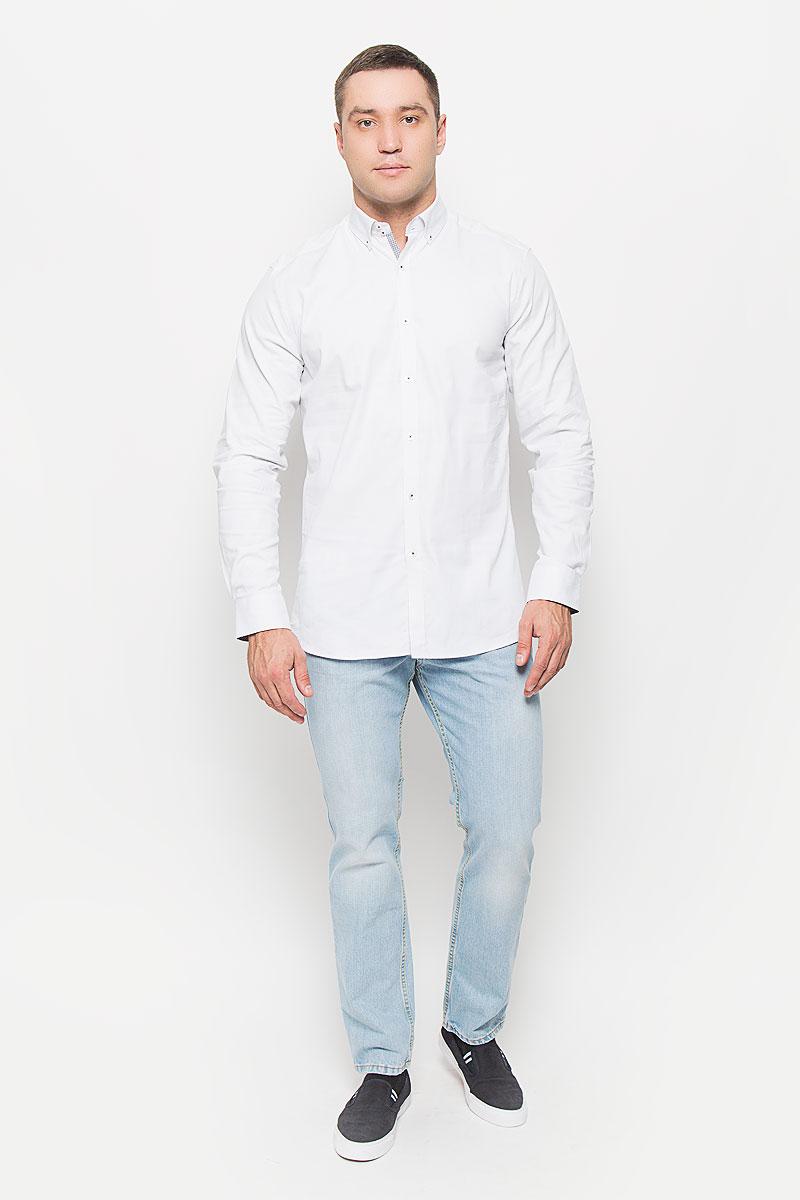 РубашкаMX3000756Великолепная рубашка Mexx с длинными рукавами, отложным воротником застегивается на пуговицы. Изделие приятное на ощупь, не сковывает движения, обеспечивая наибольший комфорт. Рубашка, выполненная из хлопка с добавлением эластана, обладает высокой воздухопроницаемостью и гигроскопичностью, позволяет коже дышать. Манжеты рукавов застегиваются на пуговицы. Модель оформлена интересным принтом. Потрясающая рубашка Mexx послужит замечательным дополнением к вашему гардеробу.