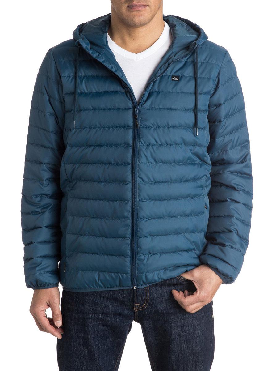 КурткаEQYJK03234-BRQ0Мужская куртка Quiksilver Everydayscaly M Jckt выполнена из 100% полиэстера с синтепоновым утеплителем. Модель с воротником-стойкой и несъемным капюшоном застегивается на молнию спереди. Капюшон дополнен утягивающим шнурком. Спереди куртка дополнена двумя врезными карманами на молниях.