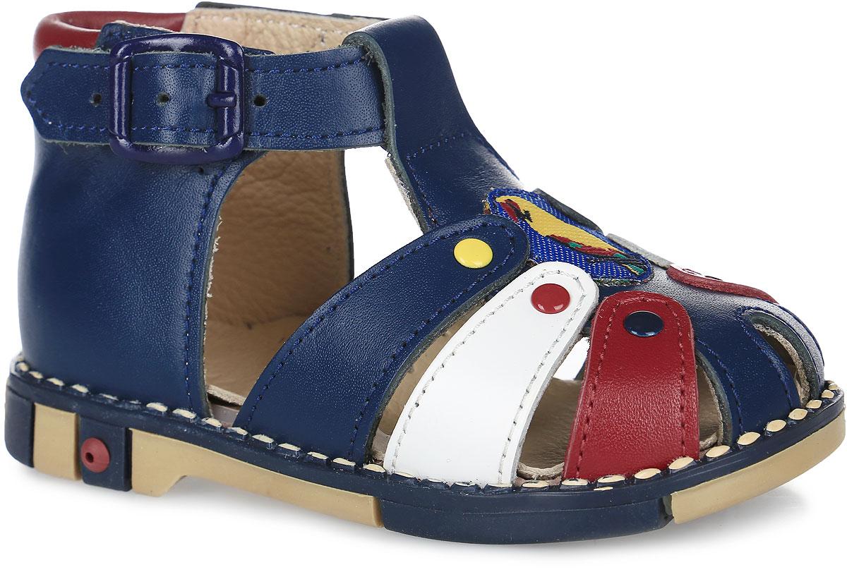 Tas221-57Модные сандалии Таши Орто заинтересует вашего мальчика с первого взгляда. Модель выполнена из натуральной кожи. Ремешок на застежке-пряжке помогает оптимально подогнать полноту обуви по ноге и гарантирует надежную фиксацию. Анатомическая стелька из натуральной кожи с супинатором, не продавливающимся во время носки, обеспечивает правильное формирование стопы. Благодаря использованию современных внутренних материалов оптимально распределяется нагрузка по всей площади стопы, что дает ножке ощущение мягкости и комфорта. Полужесткий задник фиксирует ножку ребенка. Мягкая верхняя часть, которая плотно прилегает к ноге, и подкладка, изготовленная из натуральной кожи, позволяют избежать натирания. У модели ортопедический каблук высотой от 2 до 5 мм (в зависимости от размера обуви), продленный с внутренней стороны, укрепляет подошву под средней частью стопы и препятствует заваливанию стопы внутрь (что обычно наблюдается при вальгусной постановке). Эластичная подошва с...