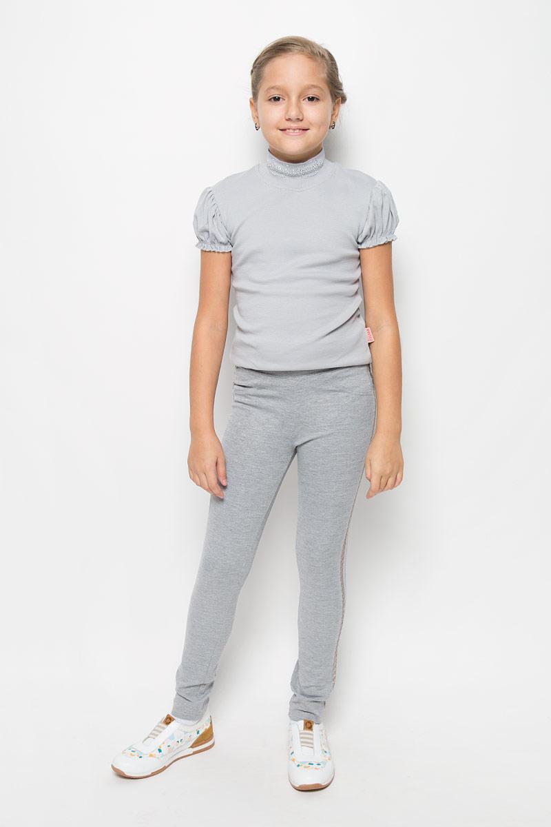Брюки364135Стильные трикотажные брюки для девочки Scool идеально подойдут вашей маленькой принцессе для отдыха и прогулок. Изготовленные из вискозы, полиэстера с добавлением эластана, они необычайно мягкие и приятные на ощупь, не сковывают движения и позволяют коже дышать, не раздражают даже самую нежную и чувствительную кожу ребенка, обеспечивая ему наибольший комфорт. Брюки зауженного кроя на талии имеют широкую эластичную резинку, благодаря чему они не сдавливают животик ребенка и не сползают. Спереди они дополнены имитацией двух кармашков и ширинки, а сзади имеются два накладных кармана. По бокам модель оформлена лампасами, украшенных пайетками. Оригинальный современный дизайн и модная расцветка делают эти брюки модным и стильным предметом детского гардероба. В них ваша дочурка всегда будет в центре внимания!