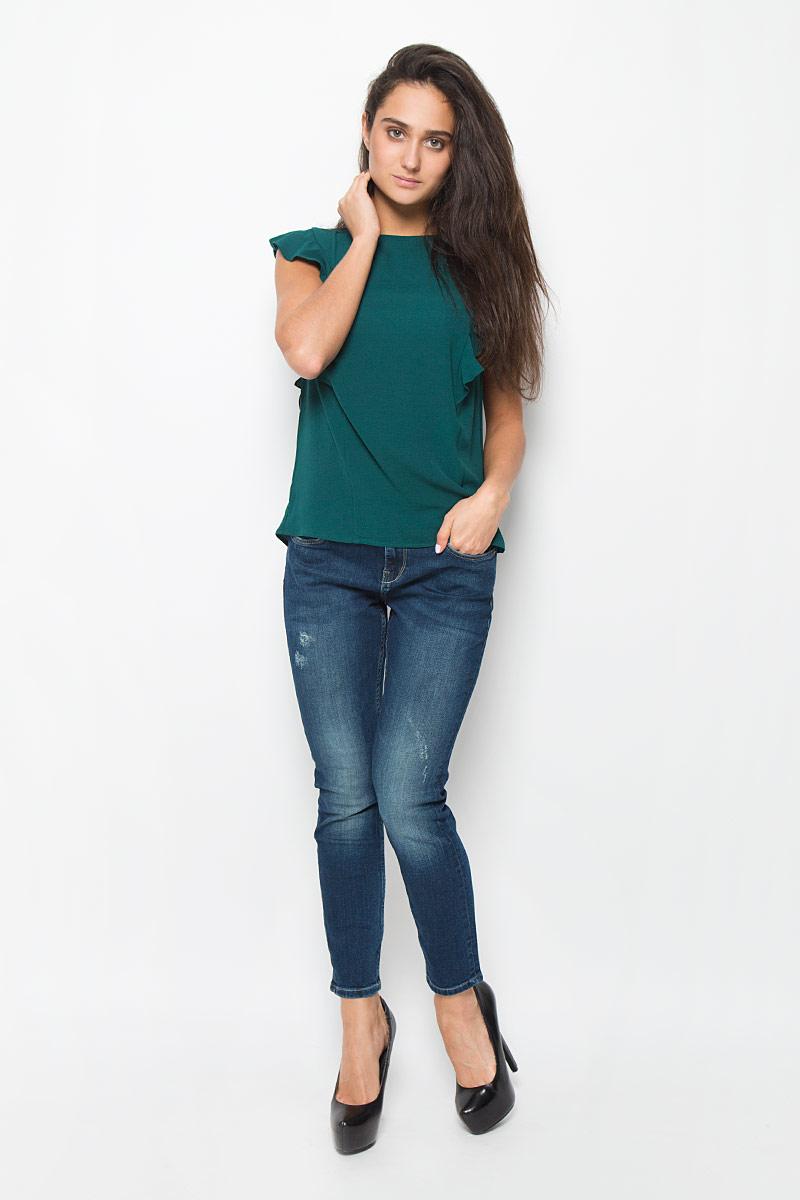 MX3025234_WM_BLS_008_109Стильная женская блузка Mexx, выполненная из эластичного полиэстера, подчеркнет ваш уникальный стиль и поможет создать женственный образ. Модель c круглым вырезом горловины застегивается на пластиковую пуговицу на спинке. Блузка оформлена рюшками. Такая блузка будет дарить вам комфорт в течение всего дня и послужит замечательным дополнением к вашему гардеробу.