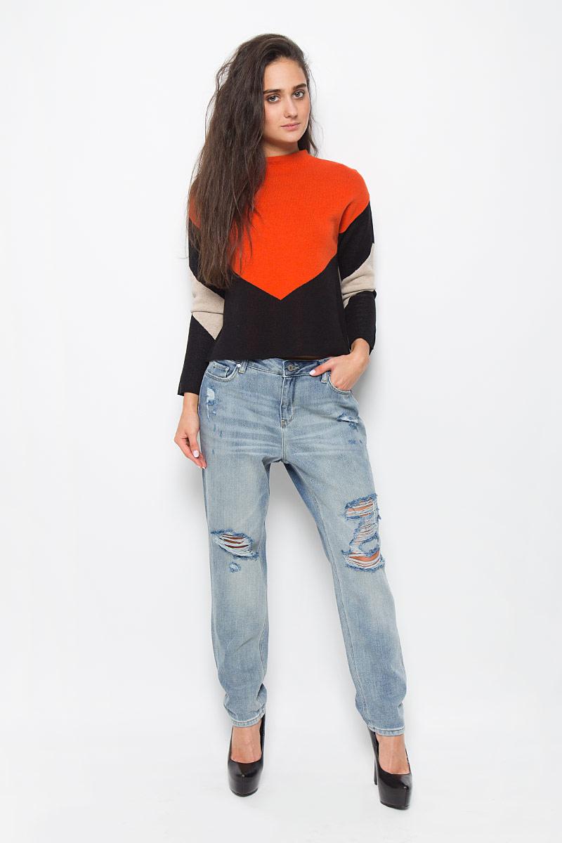 MX3026869_WM_DNM_008_D01046Стильные женские джинсы Mexx, изготовленные из натурального хлопка, необычайно мягкие и приятные на ощупь, не сковывают движения и позволяют коже дышать, не раздражают даже самую нежную и чувствительную кожу, обеспечивая наибольший комфорт. Модель прямого покроя с ширинкой на молнии на талии застегивается на пуговицу и имеет шлевки для ремня. Спереди джинсы оформлены двумя втачными карманами и одним небольшим секретным кармашком, сзади имеются два накладных кармана. Оформлены джинсы эффектом потертости и рваным эффектом. Эти модные джинсы идеальный вариант для стильных людей.