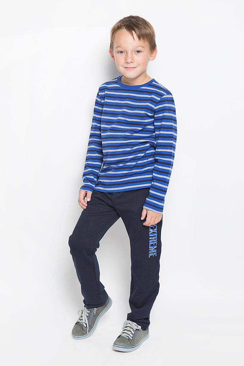 Футболка с длинным рукавомT-811/934-6332Лонгслив для мальчика Sela станет отличным дополнением к детскому гардеробу. Изготовленный из натурального хлопка, он необычайно мягкий и приятный на ощупь, не сковывает движения и позволяет коже дышать, не раздражает даже самую нежную и чувствительную кожу ребенка, обеспечивая ему наибольший комфорт. Модель имеет длинные рукава и круглый вырез горловины, дополненный трикотажной резинкой. Изделие оформлено принтом в полоску. Современный дизайн и расцветка делают этот лонгслив стильным предметом детской одежды. В нем юный модник будет чувствовать себя комфортно и всегда будет в центре внимания!