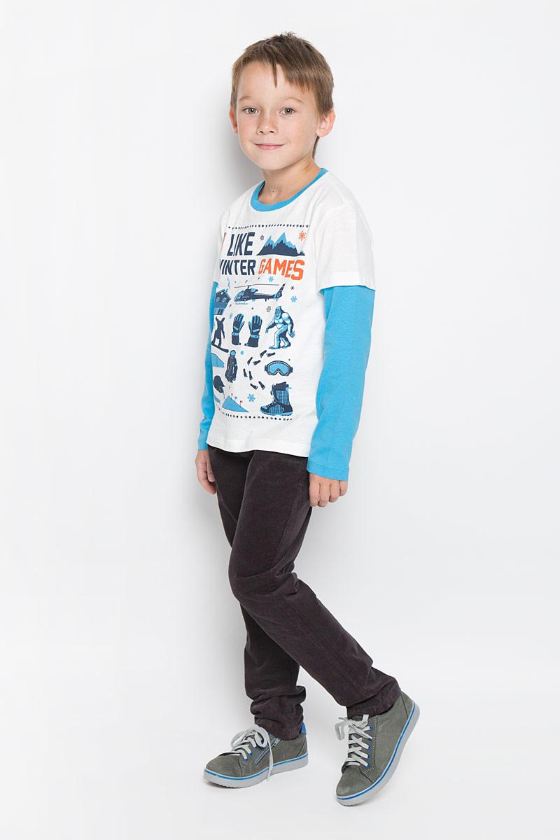 Футболка с длинным рукавомT-811/1045-6415Лонгслив для мальчика Sela станет отличным дополнением к детскому гардеробу. Изготовленный из натурального хлопка, он необычайно мягкий и приятный на ощупь, не сковывает движения и позволяет коже дышать, не раздражает даже самую нежную и чувствительную кожу ребенка, обеспечивая ему наибольший комфорт. Модель с эффектом 2 в 1 имеет длинные рукава и круглый вырез горловины, дополненный трикотажной резинкой. Изделие оформлено оригинальными рисунками и принтовыми надписями. Современный дизайн и расцветка делают этот лонгслив стильным предметом детской одежды. В нем юный модник будет чувствовать себя комфортно и всегда будет в центре внимания!