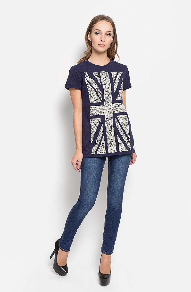 Pearl/StonenavyДжинсы женские Lee Cooper - джинсы высочайшего качества, которые прекрасно сидят. Они изготовлены из высококачественного материала и созданы специально для того, чтобы подчеркивать достоинства вашей фигуры. Джинсы-скинни на талии застегиваются с помощью металлической пуговицы и имеют ширинку на застежке-молнии, а также шлевки для ремня. Спереди модель дополнена двумя втачными карманами, а сзади - двумя накладными карманами. Оформлено изделие прострочкой, металлическими клепками и легким эффектом потертости. Эти модные и в тоже время комфортные джинсы послужат отличным дополнением к вашему гардеробу. В них вы всегда будете чувствовать себя уютно и комфортно.