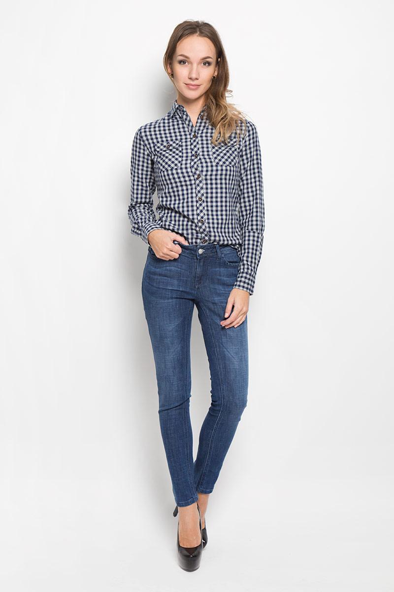 ДжинсыW10078-1706/WN14Стильные женские джинсы Lee Cooper - джинсы высочайшего качества на каждый день, которые прекрасно сидят. Модель зауженного кроя и средней посадки изготовлена из высококачественного материала - хлопка с добавлением полиэстера и лайкры. Изделие оформлено потертым эффектом. Застегиваются джинсы на пуговицу в поясе и ширинку на застежке-молнии, имеются шлевки для ремня. Спереди модель оформлены двумя втачными карманами, а сзади - двумя накладными карманами. Эти модные и в тоже время комфортные джинсы послужат отличным дополнением к вашему гардеробу. В них вы всегда будете чувствовать себя уютно и комфортно.
