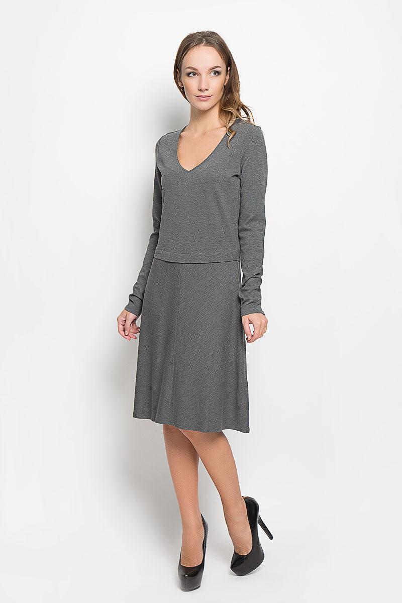 Платье303159183/977Стильное платье Marc OPolo идеально подойдет для вас и подчеркнет вашу индивидуальность. Выполненное из высококачественного комбинированного материала, оно мягкое и приятное на ощупь, не сковывает движений, обеспечивая комфорт. Платье-миди с V-образным вырезом горловины и длинными рукавами имеет прямой крой. Юбка модели немного расклешена. Такое платье непременно украсит ваш гардероб и добавит образу женственности.