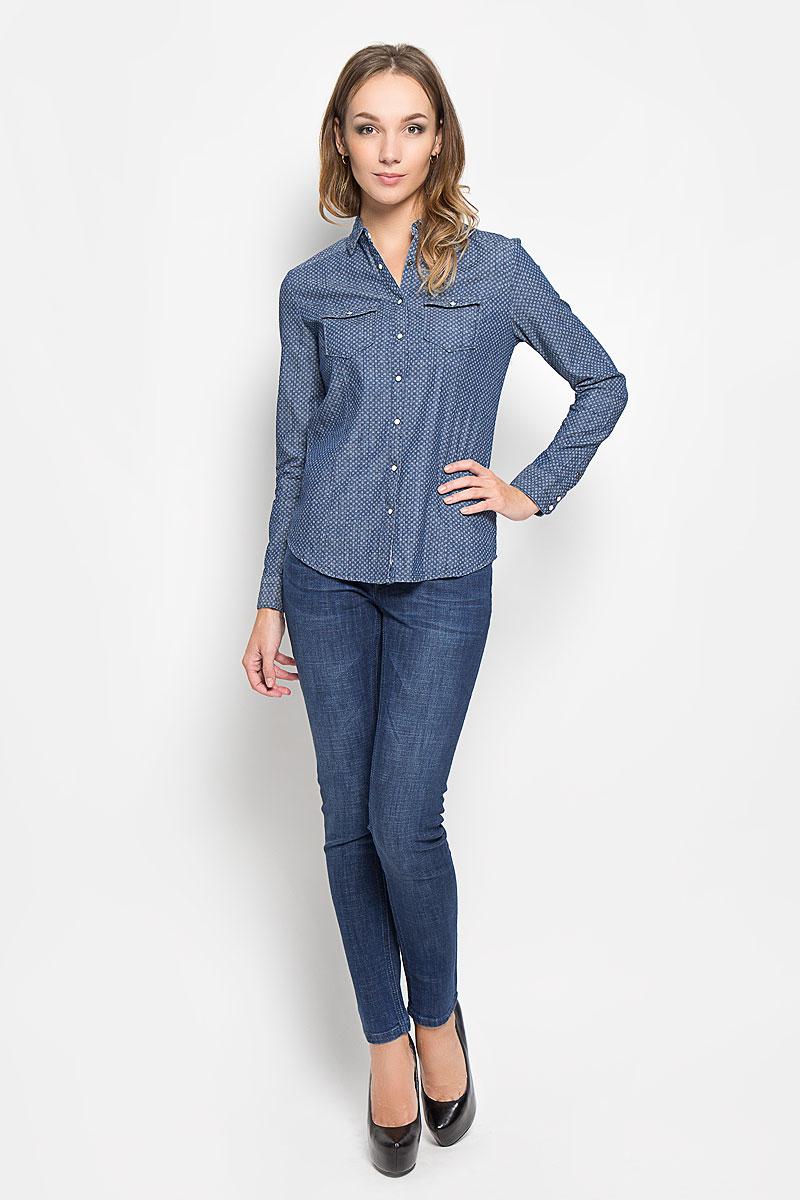 DONNAML/3465/BLUEDENIMЖенская рубашка Lee Cooper, выполненная из высококачественного 100% хлопка, обладает высокой теплопроводностью, воздухопроницаемостью и гигроскопичностью, позволяет коже дышать, тем самым обеспечивая наибольший комфорт при носке. Модель классического кроя с отложным воротником застегивается на пуговицы. Длинные рукава рубашки дополнены манжетами на пуговицах. На груди расположены 2 кармана, закрывающиеся клапанами на пуговицах. Рубашка оформлена оригинальным мелким принтом. Такая рубашка подчеркнет ваш вкус и поможет создать великолепный стильный образ.