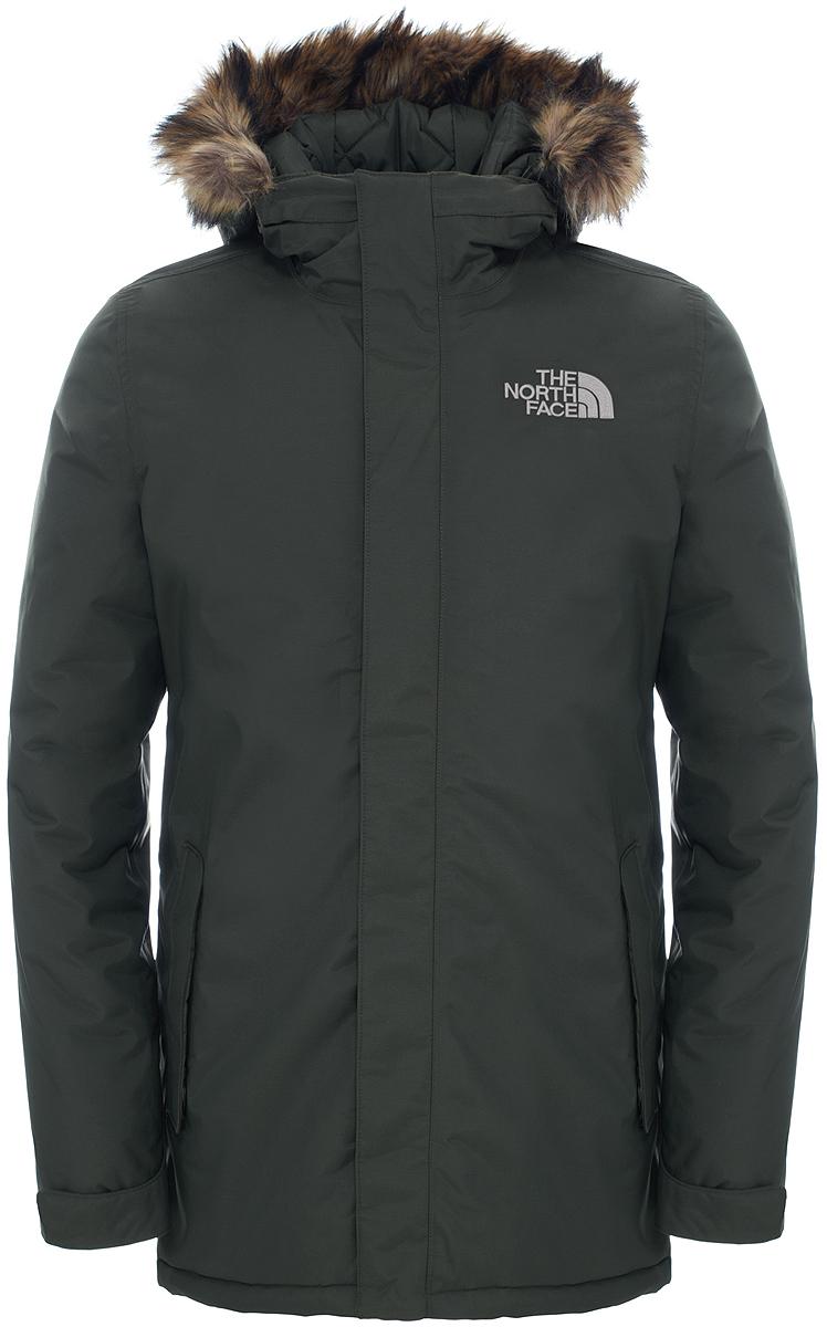 T92TUIHDAУдобная куртка позволит сохранить стильный вид даже в суровую погоду. Утеплитель Heatseeker удерживает тепло тела, обеспечивая комфорт в городе, а технология DryVent быстро отводит пот, когда становится жарко. Результат: сухость и комфорт в течение нескольких часов. Удлиненный крой и съемный капюшон с окантовкой из искусственного меха делают образ более утонченным и стильным. Модель застегивается на молнию и дополнительно ветрозащитным клапаном на кнопки.