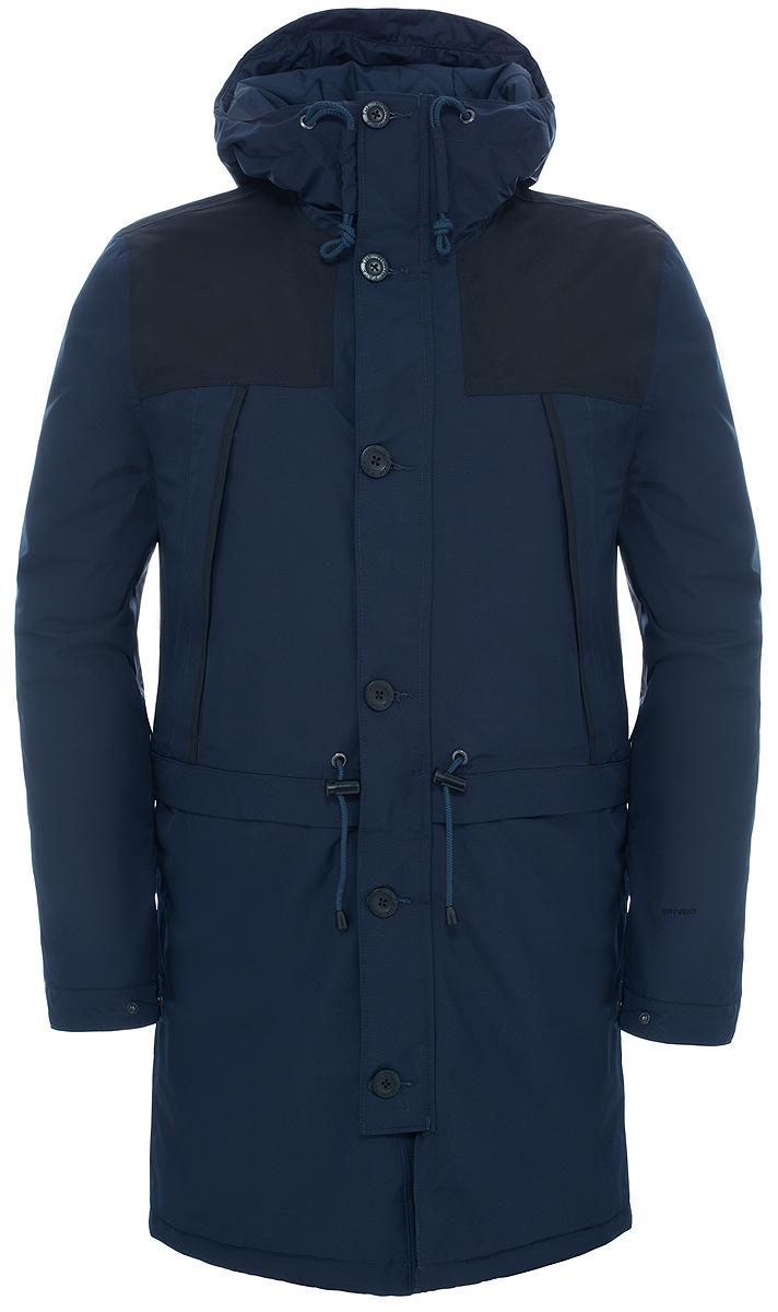 ПаркаT92TUJH2GНа создание модели вдохновила куртка Mountain, впервые выпущенная в 1990 г. Этот усовершенствованный вариант воплотил в себе почти тридцатилетний легендарный стиль, инновационный дизайн и исключительную защиту. Утеплитель Heatseeker обладает легким весом и хорошо согревает в холодную зимнюю погоду, сохраняя комфорт и свободу движения во время городских приключений, а удлиненный в задней части подол закрывает бедра от брызг и грязи. Материал DryVent защищает от дождя и выводит пот, предоставляя длительное ощущение свежести. Застегивается на двухзамковую молнию и пуговицы, фиксируется шнуром на талии.