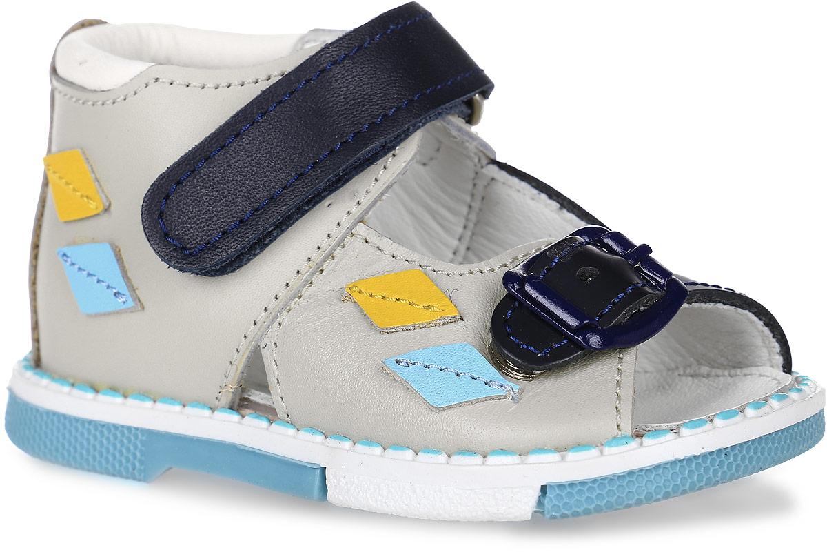 Tas129-242Модные сандалии Таши Орто заинтересуют вашего мальчика с первого взгляда. Модель выполнена из натуральной кожи. Застежка-липучка и застежка-пряжка надежно фиксируют голеностоп и одновременно регулируют полноту, не ослабевают в процессе ежедневной носки, важный элемент ортопедической обуви. Боковая сторона декорирована нашивками в виде ромбиков. Анатомическая стелька из натуральной кожи с супинатором, не продавливающимся во время носки, обеспечивает правильное формирование стопы. Благодаря использованию современных внутренних материалов оптимально распределяется нагрузка по всей площади стопы, что дает ножке ощущение мягкости и комфорта. Полужесткий задник фиксирует ножку ребенка. Мягкая верхняя часть, которая плотно прилегает к ноге, и подкладка, изготовленная из натуральной кожи, позволяют избежать натирания. У изделия ортопедический каблук Томаса высотой от 2 до 5 мм (в зависимости от размера обуви), продленный с внутренней стороны подошвы, его внутренняя часть длиннее наружной,...