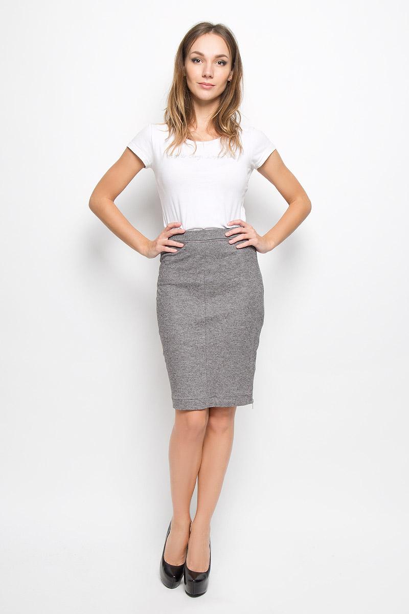 00SUKP-0PANC/96XОригинальная юбка Diesel выполнена из лиоцелла с добавлением шерсти, она обеспечит вам комфорт и удобство при носке. Юбка застегивается на крупную застежку-молнию сбоку, выполненную из серебристого металла. Стильная юбка-карандаш выгодно освежит и разнообразит любой гардероб. Создайте женственный образ и подчеркните свою яркую индивидуальность! Классический фасон и оригинальное оформление этой юбки сделают ваш образ непревзойденным.