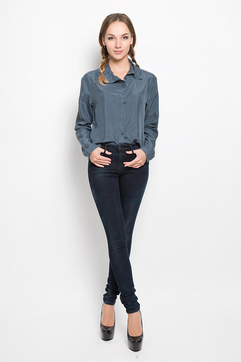 Джинсы00S142-0858F/01Стильные женские джинсы Diesel подчеркнут ваш уникальный стиль и помогут создать оригинальный женственный образ. Модель выполнена из высококачественного комбинированного материала. Материал мягкий и приятный на ощупь, не сковывает движения и позволяет коже дышать. Джинсы-скинни средней посадки застегиваются на пуговицу по поясу и ширинку на застежке-молнии. На поясе предусмотрены шлевки для ремня. Спереди модель оформлена двумя втачными карманами и маленьким накладным кармашком, а сзади - двумя накладными карманами. Модель оформлена легкими потертостями. Эти модные и в тоже время комфортные джинсы послужат отличным дополнением к вашему гардеробу.