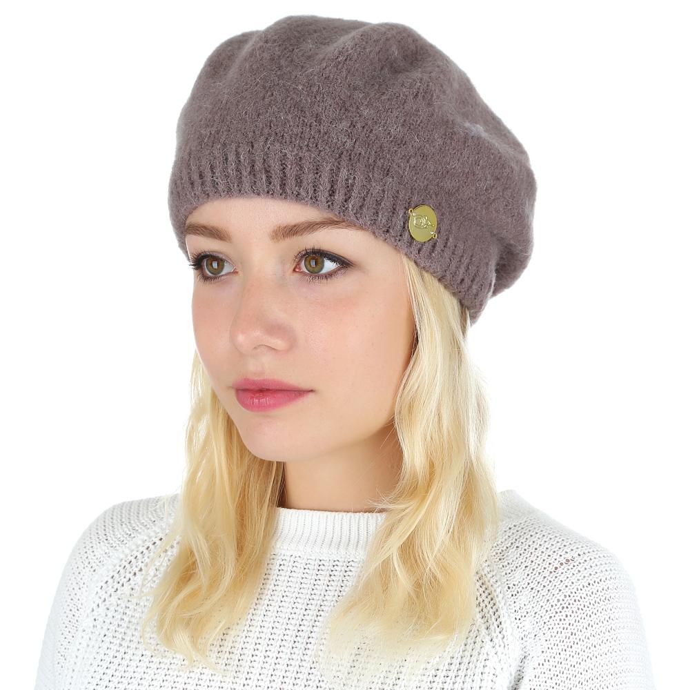 БеретS2016-1-beigeСтильная женская шапка от итальянского бренда Fabretti выполнена из натуральной шерсти. Она подойдет под любой современный и стильный образ. Такой аксессуар не только защитит вас от холодов, но и сделает вас неотразимой.