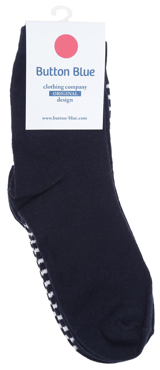 216BBUU85031005Детские носочки Button Blue выполнены из хлопка с добавлением полиамида и эластана. Материал изделия очень мягкий и приятный на ощупь, хорошо тянется, не деформируясь. Эластичная резинка мягко облегает ножку ребенка, обеспечивая удобство и комфорт. В набор входит 2 пары. Одна пара оформлена принтом в полоску, а вторые носочки однотонные. Такие носки станут отличным дополнением к детскому гардеробу!