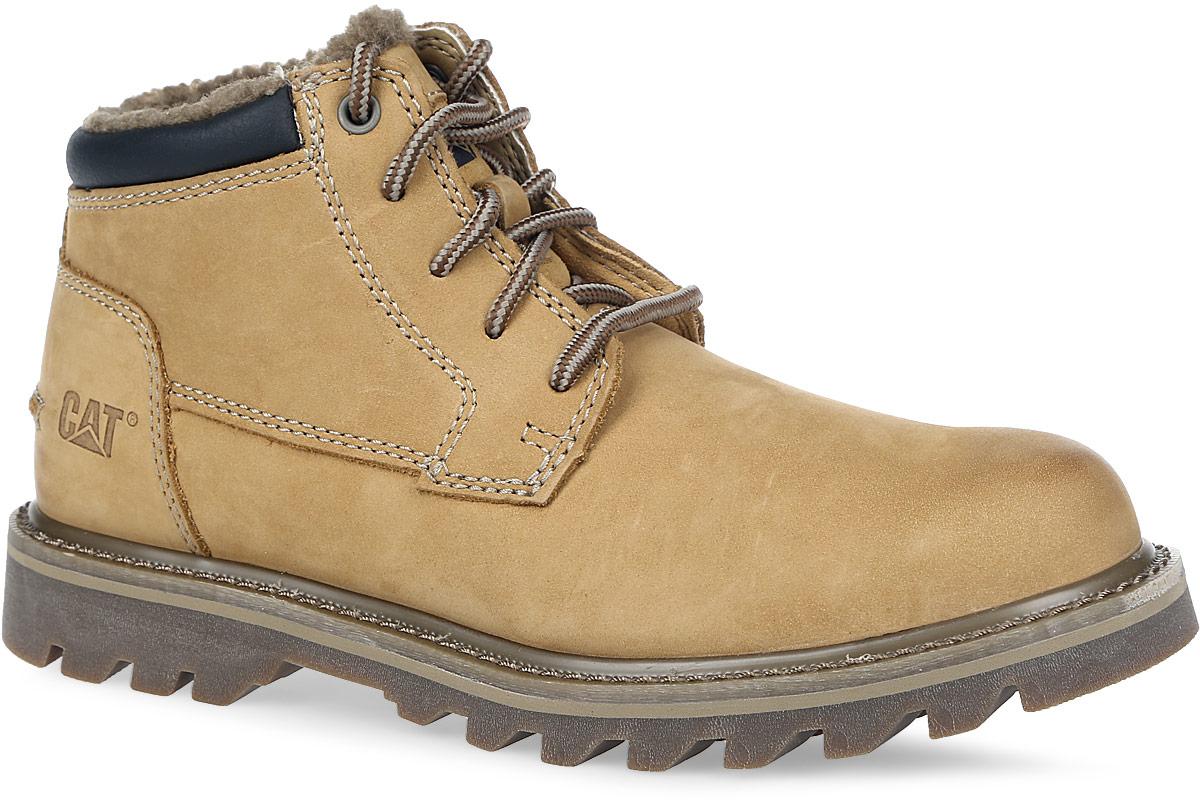 P720572Мужские ботинки Doubleday Fur от Caterpillar выполнены из высококачественного комбинированного материала. Подкладка изготовлена из искусственного меха, позволяющего сохранять ваши ноги в тепле. Шнуровка надежно фиксирует модель на ноге. Стельки, выполненные из ЭВА с текстильным верхом, дополнены перфорацией, что позволяет коже дышать. Литая резиновая подошва с рифленым протектором обеспечивает хорошее сцепление с поверхностью. Оформлено изделие небольшим тиснением в виде логотипа бренда, расположенным на заднике.