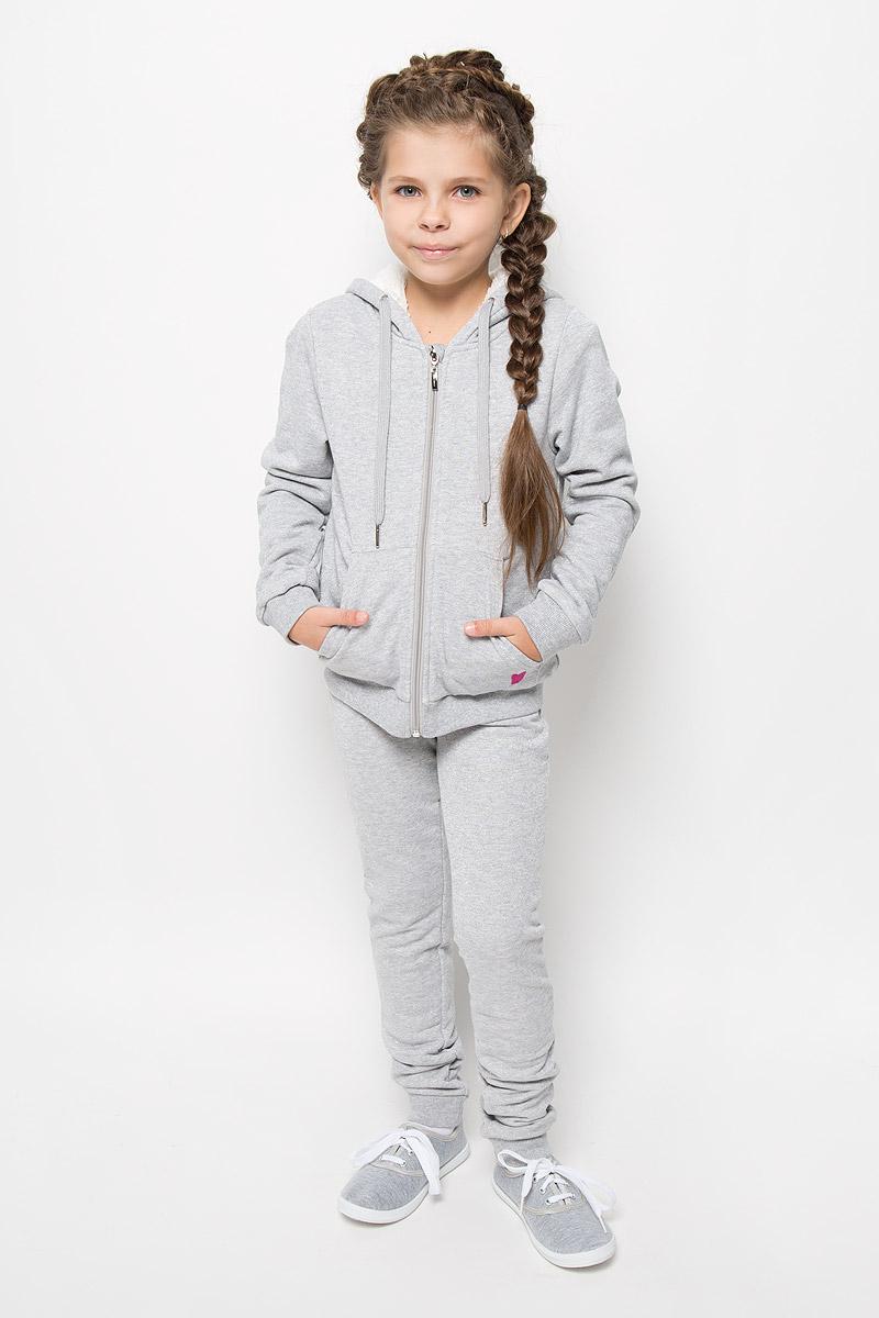 ТолстовкаStc-613/072E-6352Теплая толстовка для девочки Sela идеально подойдет вашему ребенку и станет отличным дополнением к детскому гардеробу. Изготовленная из высококачественного материала, она необычайно мягкая и приятная на ощупь, не сковывает движения и позволяет коже дышать, не раздражает даже самую нежную и чувствительную кожу ребенка, обеспечивая ему наибольший комфорт. Лицевая сторона гладкая, а изнаночная - с мягким теплым начесом. Толстовка с капюшоном и длинными рукавами застегивается по всей длине на застежку-молнию. Рукава дополнены широкими трикотажными манжетами. Понизу проходит широкая эластичная резинка, препятствующая проникновению холодного воздуха. Спереди предусмотрены два накладных кармана. Капюшон оформлен декоративными ушками и дополнен затягивающимся шнурком. Современный дизайн и расцветка делают эту толстовку модным и стильным предметом детского гардероба!