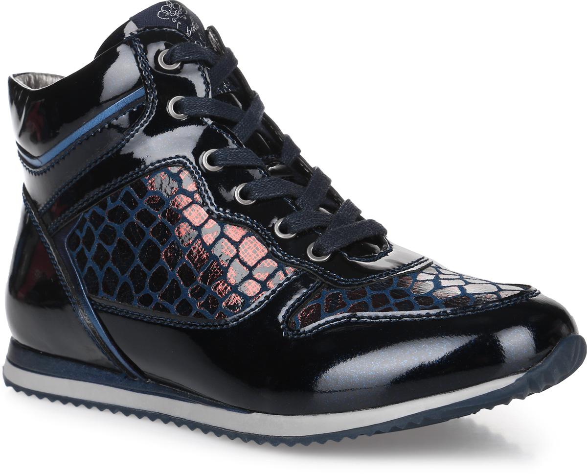 53236ук-1Стильные ботинки от фирмы Kapika покорят вашу девочку. Модель на классической шнуровке, боковая сторона дополнена молнией, что позволит надежно зафиксировать изделие на ноге. Обувь выполнена из натурального лака и искусственной кожи, оформленной под рептилию. Внутренняя поверхность и стелька изготовлены из текстиля и натуральной кожи, сохраняющих тепло и создающих комфорт. Подошва с протектором гарантирует отличное сцепление с любой поверхностью. Модные и удобные ботинки - незаменимая вещь в гардеробе девочки.