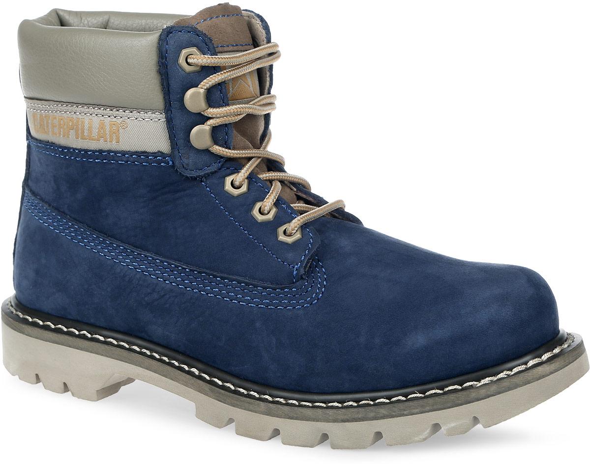 44100Стильные мужские ботинки Colorado от Caterpillar надежно защитят вас от холода. Верх выполнен из натурального нубука со вставками из полиуретана. Подкладка изготовлена из мягкого текстильного материала, позволяющего сохранять ваши ноги в тепле. Шнуровка надежно фиксирует модель на ноге. Оформлено изделие по бокам и на язычке нашивками с названием и логотипом бренда, а сбоку на пятке - тиснением в виде бульдозера. Стельки из пластика EVA обеспечивают комфортное положение стопы и амортизацию. Резиновая подошва с крупным протектором обеспечивает хорошее сцепление с поверхностью. Такие ботинки отлично подойдут для каждодневного использования и подчеркнут ваш стиль и индивидуальность.