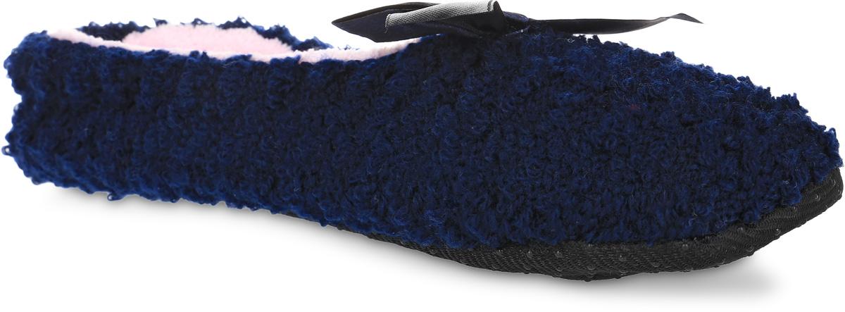 H43Женские вязанные тапки Burlesco не дадут вашим ногам замерзнуть. Модель выполнена из мягкого текстиля и оформлена атласным бантиком. Внутренняя поверхность и стелька выполнены из мягкого текстиля с небольшим ворсом. Подошва дополнена силиконовыми вставками против скольжения. Тапки обеспечат прогрев ног сухим теплом, защитят от воздействия холода и сквозняков, и снимут усталость ног. Легкие и мягкие тапки подарят чувство уюта и комфорта.