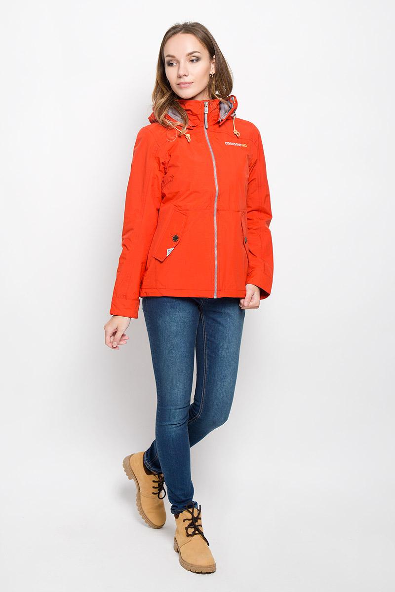 Куртка500372_256Удобная женская куртка Didriksons1913 Lea согреет вас в прохладную погоду и позволит выделиться из толпы. Модель с длинными рукавами и съемным капюшоном на змейке выполнена из водонепроницаемой и непродуваемой мембранной ткани. Проклеенные швы и дополнительная пропитка от внешней влаги обеспечивают максимальную защиту. Куртка застегивается на застежку-молнию спереди. Изделие дополнено двумя втачными карманами с клапанами на пуговицах спереди и внутренним втачным карманом на застежке-молнии с отверстием для наушников, а также внутренним накладным карманом на кнопке. Манжеты рукавов застегиваются на пуговицы. Капюшон и низ куртки дополнены шнурком-кулиской со стопперами. Эта модная и в то же время комфортная куртка - отличный вариант для прогулок, она подчеркнет ваш изысканный вкус и поможет создать неповторимый образ.