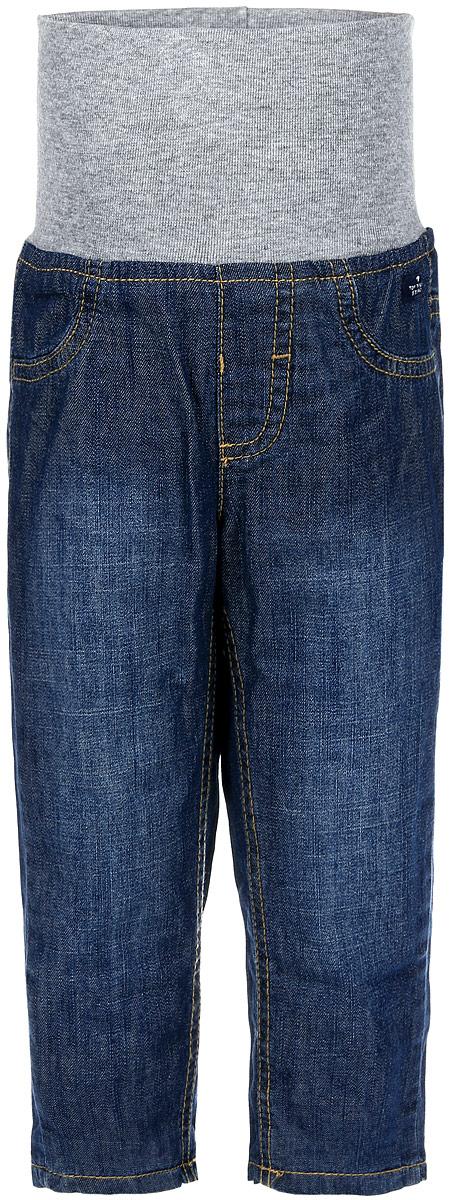 6204920.00.22_1095Удобные джинсы для мальчика Tom Tailor станут отличным дополнением к детскому гардеробу. Изготовленные из натурального хлопка, они мягкие и приятные на ощупь, не сковывают движения и хорошо пропускают воздух, не раздражают нежную кожу ребенка, обеспечивая ему наибольший комфорт. Джинсы с подкладкой из мягкого хлопка на талии имеют широкую трикотажную резинку. Спереди имеется имитация ширинки и карманов. Сзади расположены два накладных кармашка. Изделие оформлено прострочкой, украшено фирменной нашивкой. В таких джинсах ваш ребенок будет чувствовать себя комфортно, уютно и всегда будет в центре внимания!