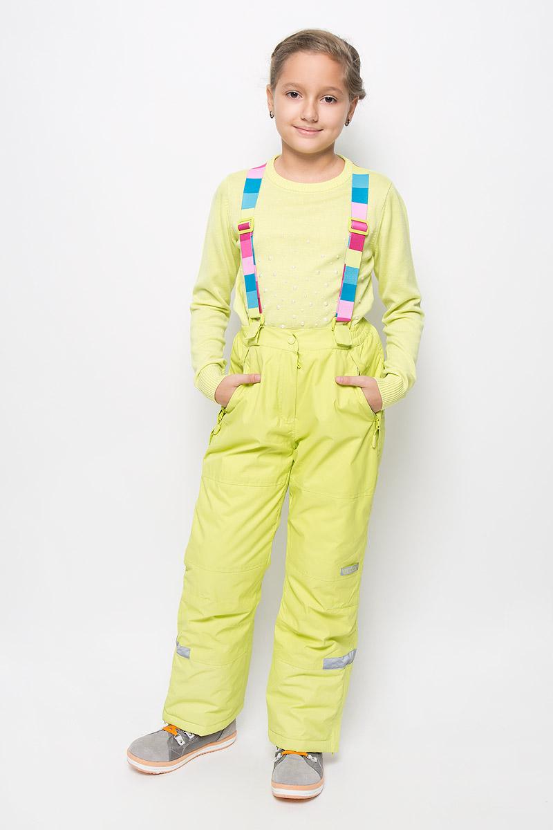 Брюки утепленные364066Яркие утепленные брюки для девочки Scool изготовленные из полиэстера, станут ярким и стильным дополнением к детскому гардеробу. Материал приятный на ощупь, позволяет коже дышать, легко стирается, быстро сушится. Подкладка выполнена из полиэстера с флисовыми вставками. В качестве утеплителя используется синтепон (150 г/м2). Брюки застегиваются на кнопку и имеют ширинку на застежке- молнии. Модель оснащена эластичными наплечными лямками, регулируемыми по длине. Лямки пристегиваются к брюкам при помощи застежек-липучек. На талии предусмотрена широкая эластичная резинка, которая позволяет надежно заправить водолазку или свитер. По бокам два функциональных кармана на застежках-молниях и с не большими клапанами для защиты от снега. Снизу брючин предусмотрены внутренние манжеты с прорезиненными полосками. Низ штанишек по бокам застегивается на молнию. Дополнена модель светоотражающими элементами. Комфортные, удобные и практичные брюки идеально...